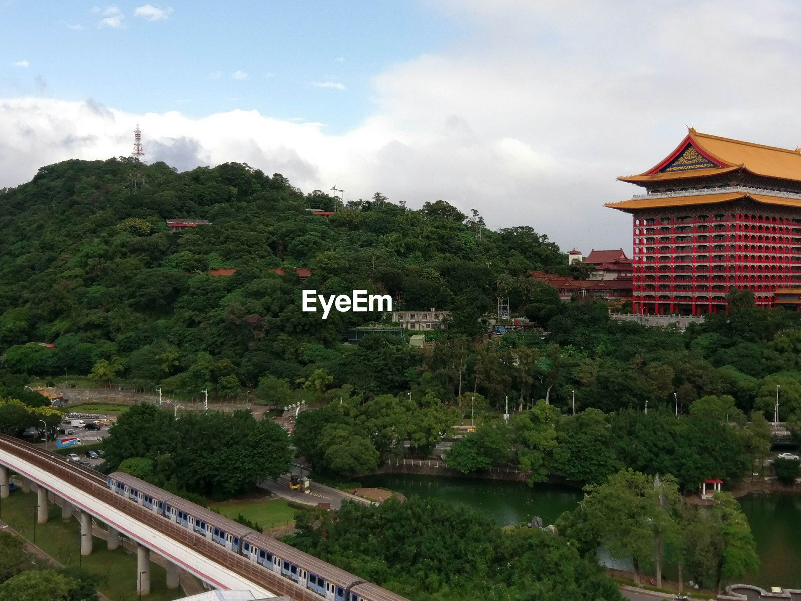 HIGH ANGLE VIEW OF TREES AND CITY AGAINST SKY