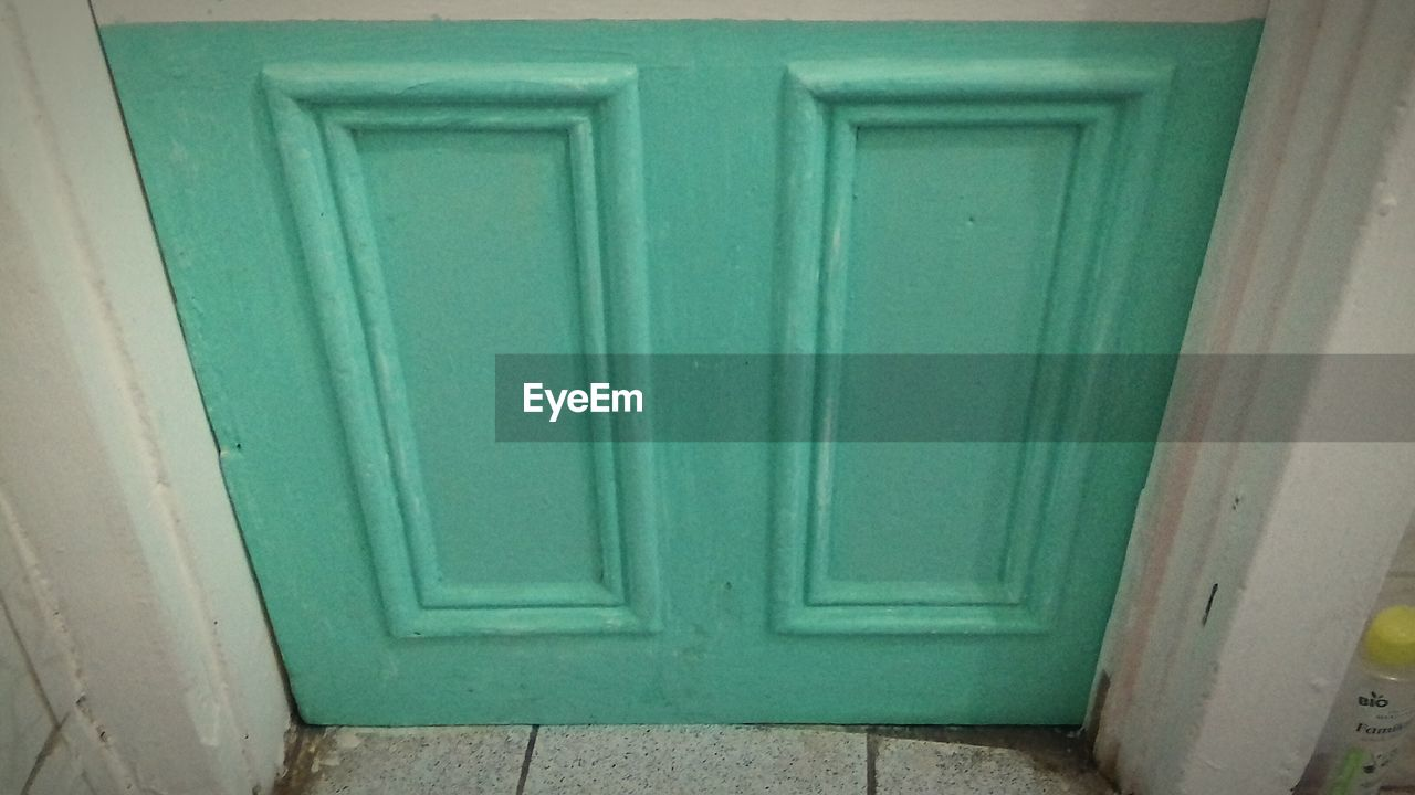 door, green color, no people, house, wood - material, day, close-up, outdoors