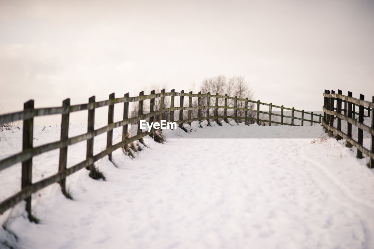 snow, winter, cold temperature, weather, nature, railing, outdoors, white color, cold, beauty in nature, no people, extreme weather, frozen, scenics, day, snowing, snowdrift, sky