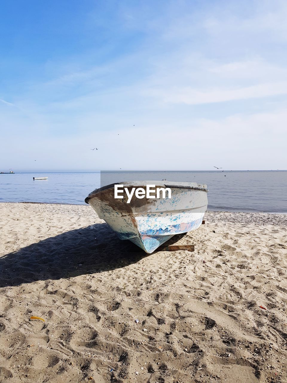 beach, sea, land, water, sky, sand, nautical vessel, beauty in nature, horizon over water, scenics - nature, nature, day, mode of transportation, horizon, tranquility, transportation, tranquil scene, sunlight, moored, no people, outdoors, rowboat