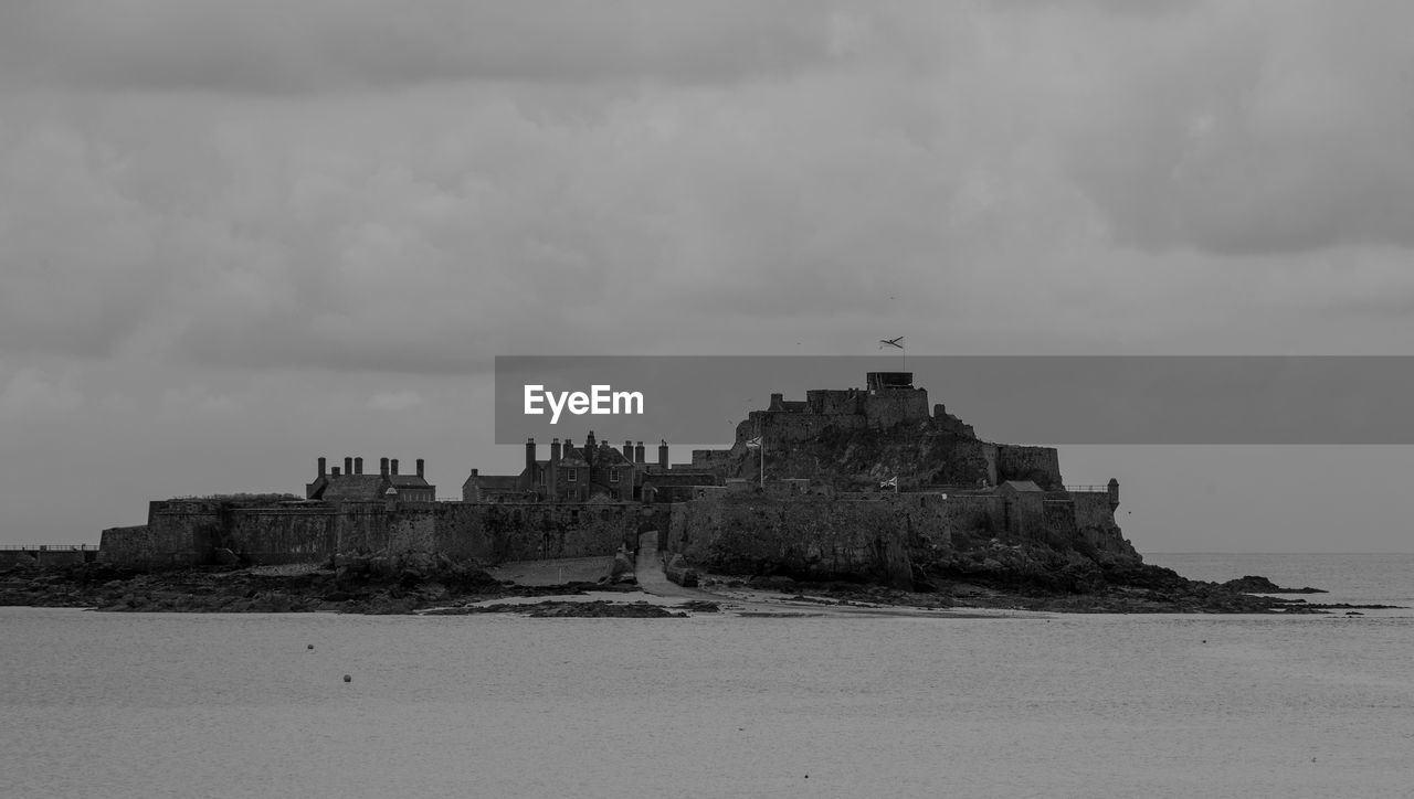 sky, architecture, cloud - sky, building exterior, history, built structure, outdoors, water, day, nature, no people, castle, sea, travel destinations, scenics, beauty in nature