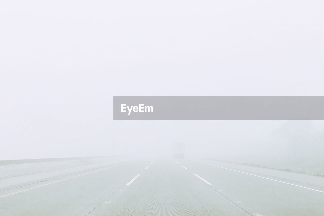 transportation, fog, the way forward, road, copy space, foggy, weather, day, outdoors, nature, no people, landscape, scenics, beauty in nature, sky