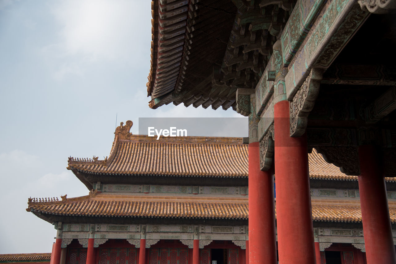 LOW ANGLE VIEW OF TEMPLE ROOF