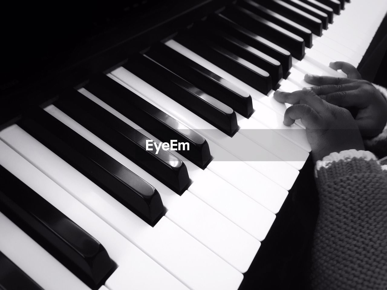 piano, musical instrument, piano key, music, keyboard instrument, playing, arts culture and entertainment, pianist, real people, white color, musician, one person, human hand, indoors, close-up, leisure activity, human body part, lifestyles, synthesizer, skill, performance, musical note, keyboard, classical music, day, people