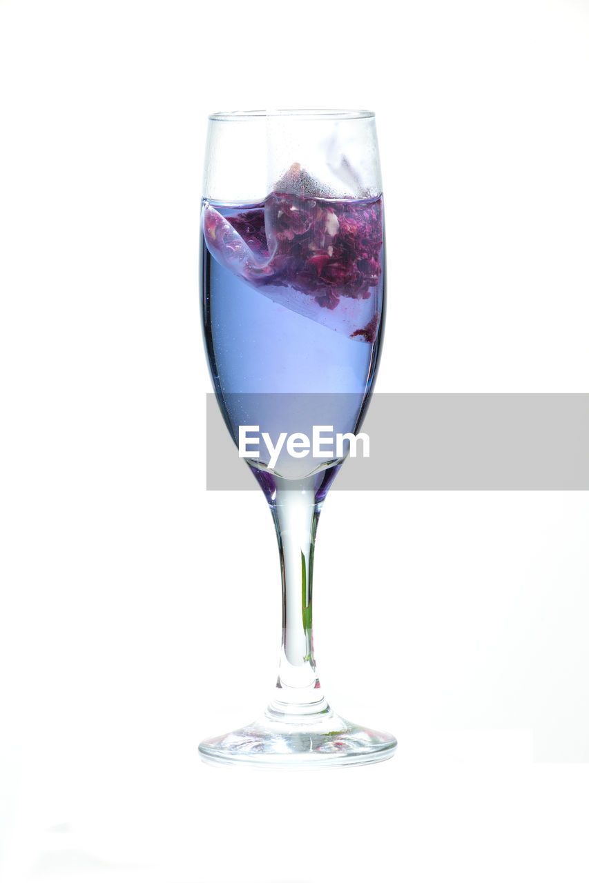 studio shot, white background, drink, drinking glass, refreshment, no people, food and drink, reflection, close-up, wineglass, alcohol, freshness, day