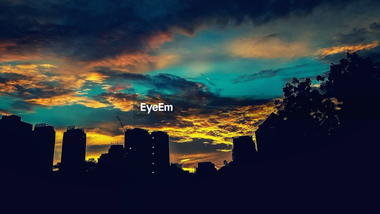 sky, cloud - sky, building exterior, built structure, architecture, silhouette, sunset, building, city, no people, nature, orange color, office building exterior, outdoors, beauty in nature, skyscraper, cityscape, dramatic sky, low angle view