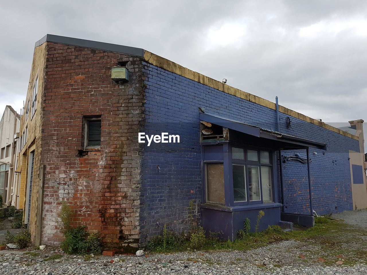 architecture, built structure, building exterior, cloud - sky, building, sky, window, no people, nature, day, old, house, outdoors, abandoned, residential district, door, low angle view, damaged, deterioration, decline