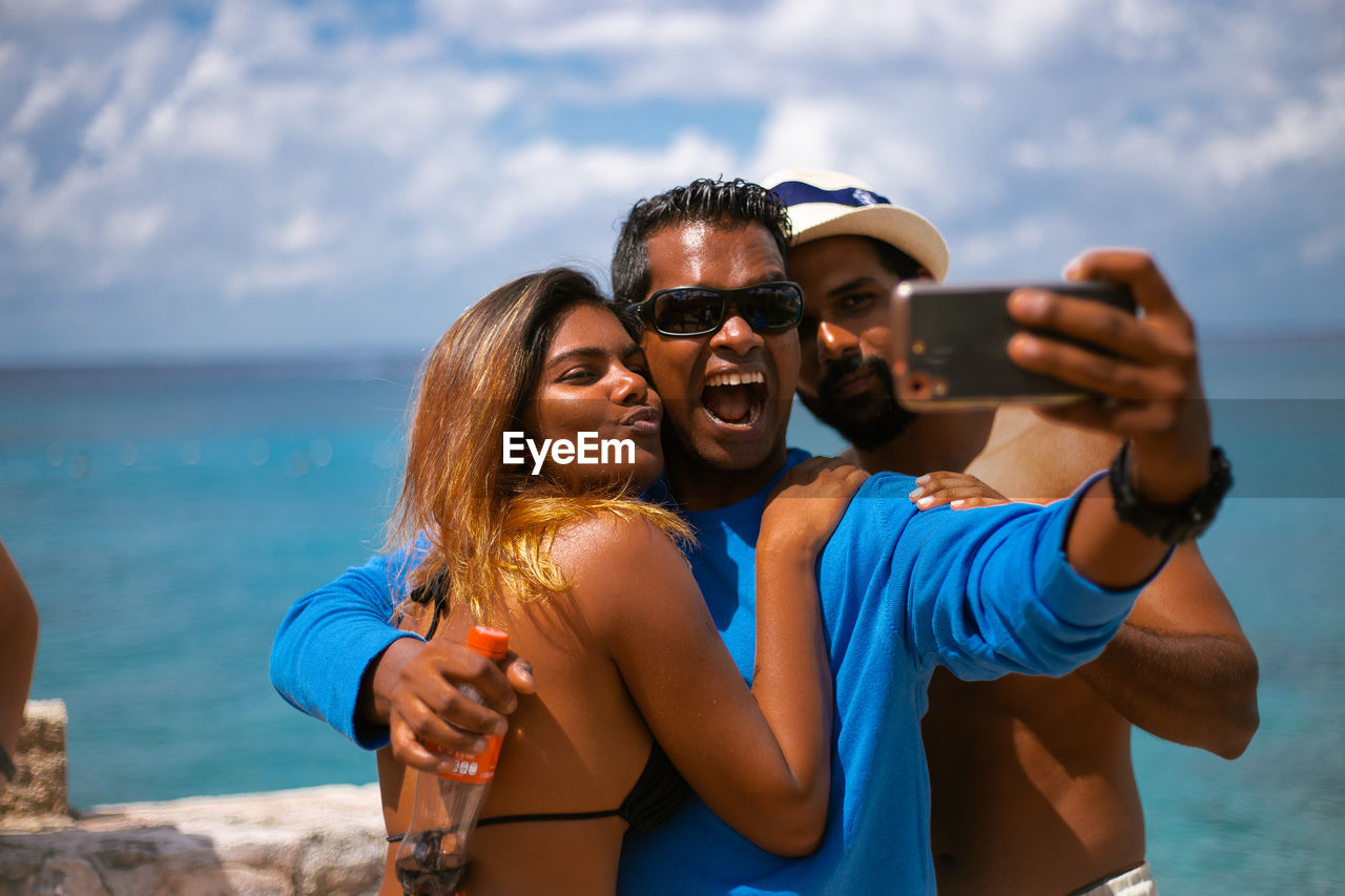 wireless technology, technology, photographing, smart phone, photography themes, selfie, togetherness, mobile phone, camera, young women, portable information device, young adult, two people, real people, smiling, lifestyles, portrait, bonding, self portrait photography, activity, outdoors
