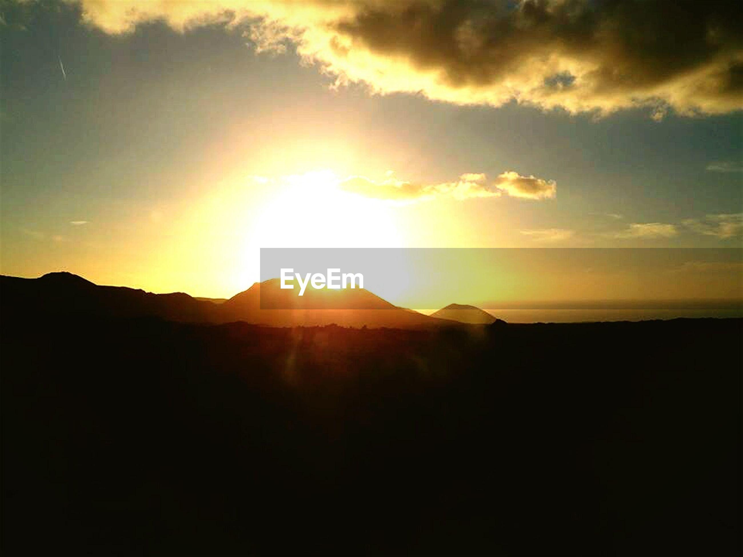 sunset, sun, scenics, tranquil scene, silhouette, tranquility, beauty in nature, mountain, sky, mountain range, idyllic, sunlight, nature, sunbeam, landscape, cloud - sky, orange color, cloud, majestic, outdoors
