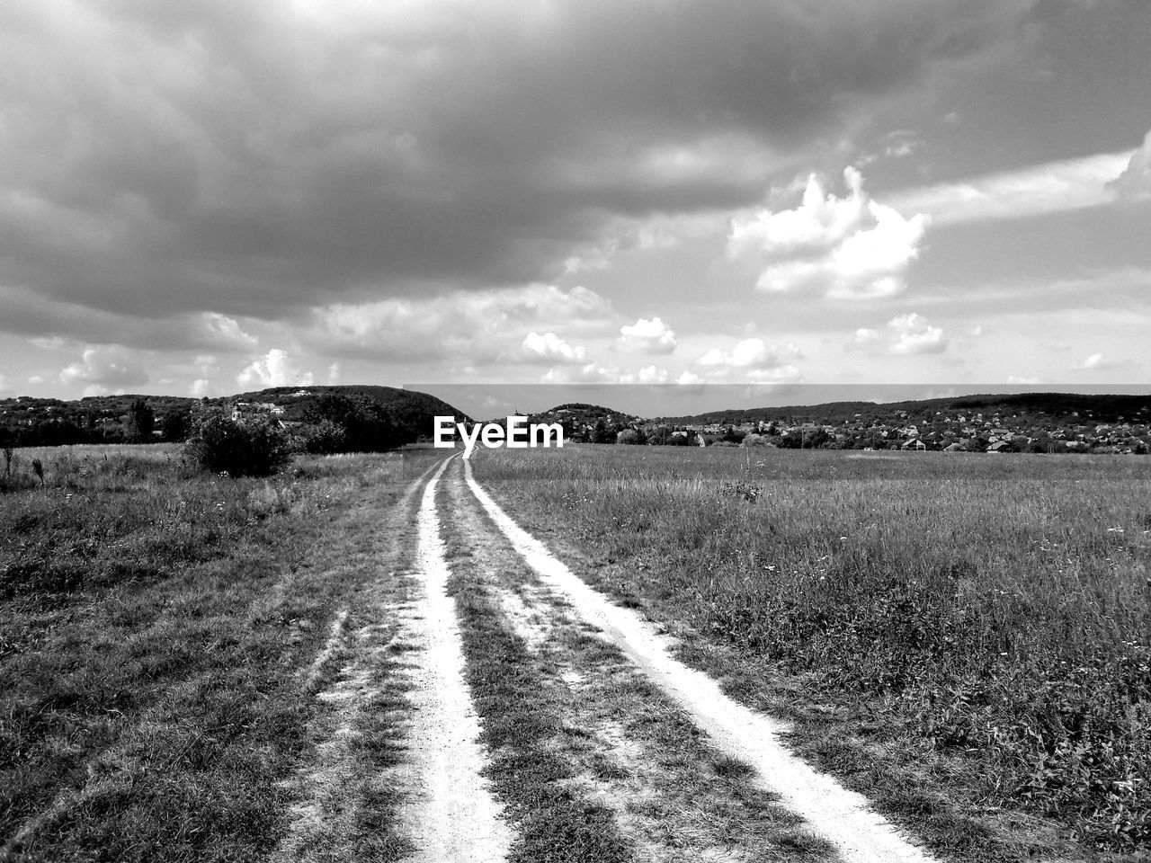 landscape, the way forward, road, diminishing perspective, nature, field, sky, grass, outdoors, cloud - sky, scenics, day, tranquility, tranquil scene, no people, beauty in nature
