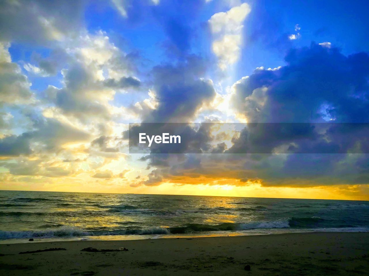 sky, cloud - sky, sea, water, beauty in nature, scenics - nature, horizon, horizon over water, tranquility, tranquil scene, beach, land, sunset, nature, no people, idyllic, outdoors, non-urban scene, wave