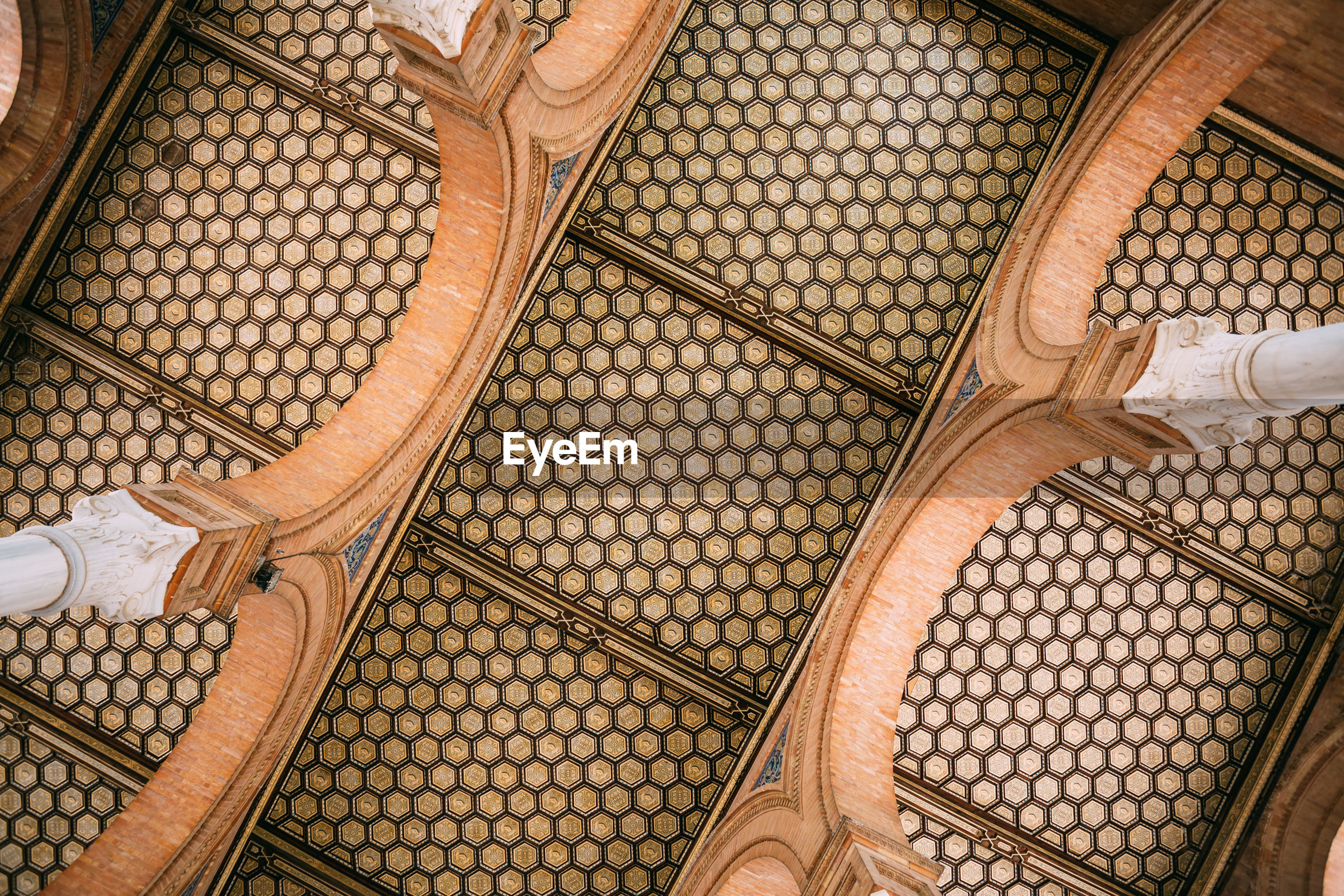 HIGH ANGLE VIEW OF WICKER BASKET IN BUILDING