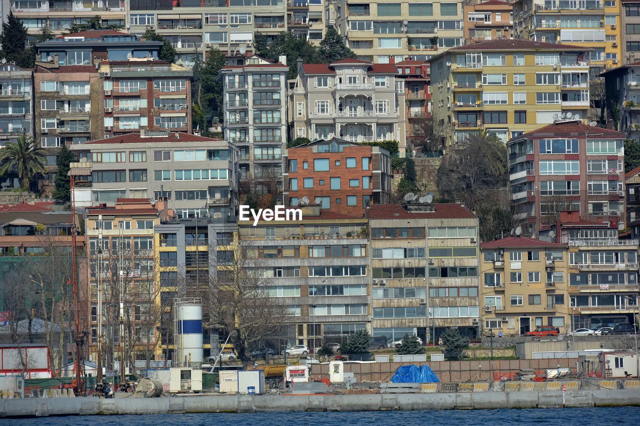 FULL FRAME SHOT OF RESIDENTIAL BUILDINGS IN CITY