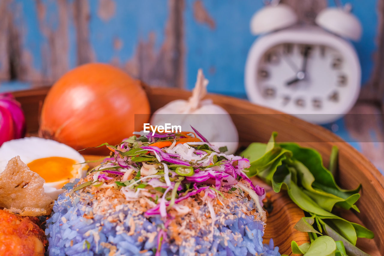 food and drink, food, freshness, still life, indoors, vegetable, no people, healthy eating, ready-to-eat, table, wellbeing, close-up, clock, focus on foreground, time, selective focus, serving size, multi colored, onion, fruit