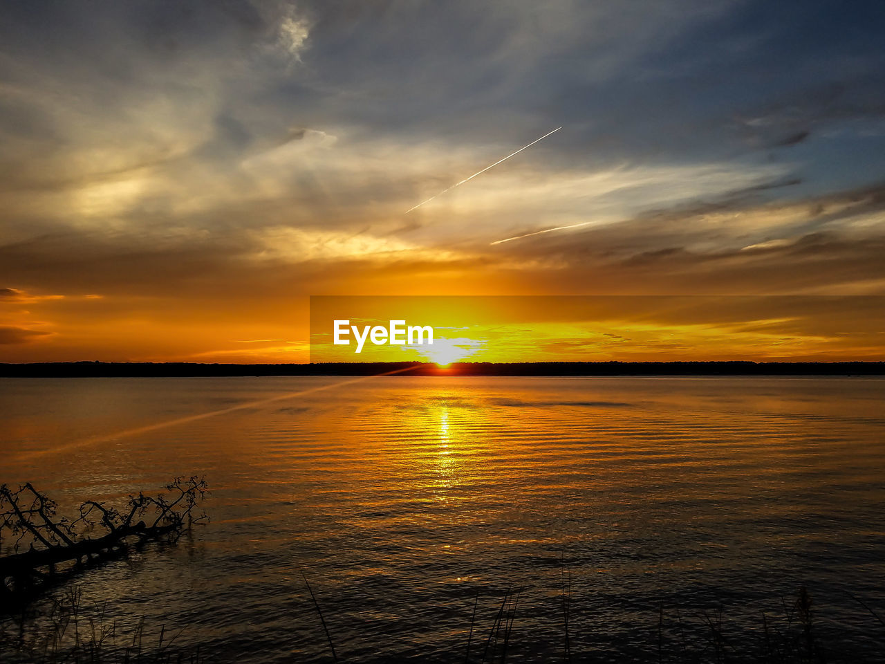 sunset, scenics, nature, sky, beauty in nature, orange color, tranquility, tranquil scene, cloud - sky, sun, water, sea, idyllic, no people, outdoors, horizon over water