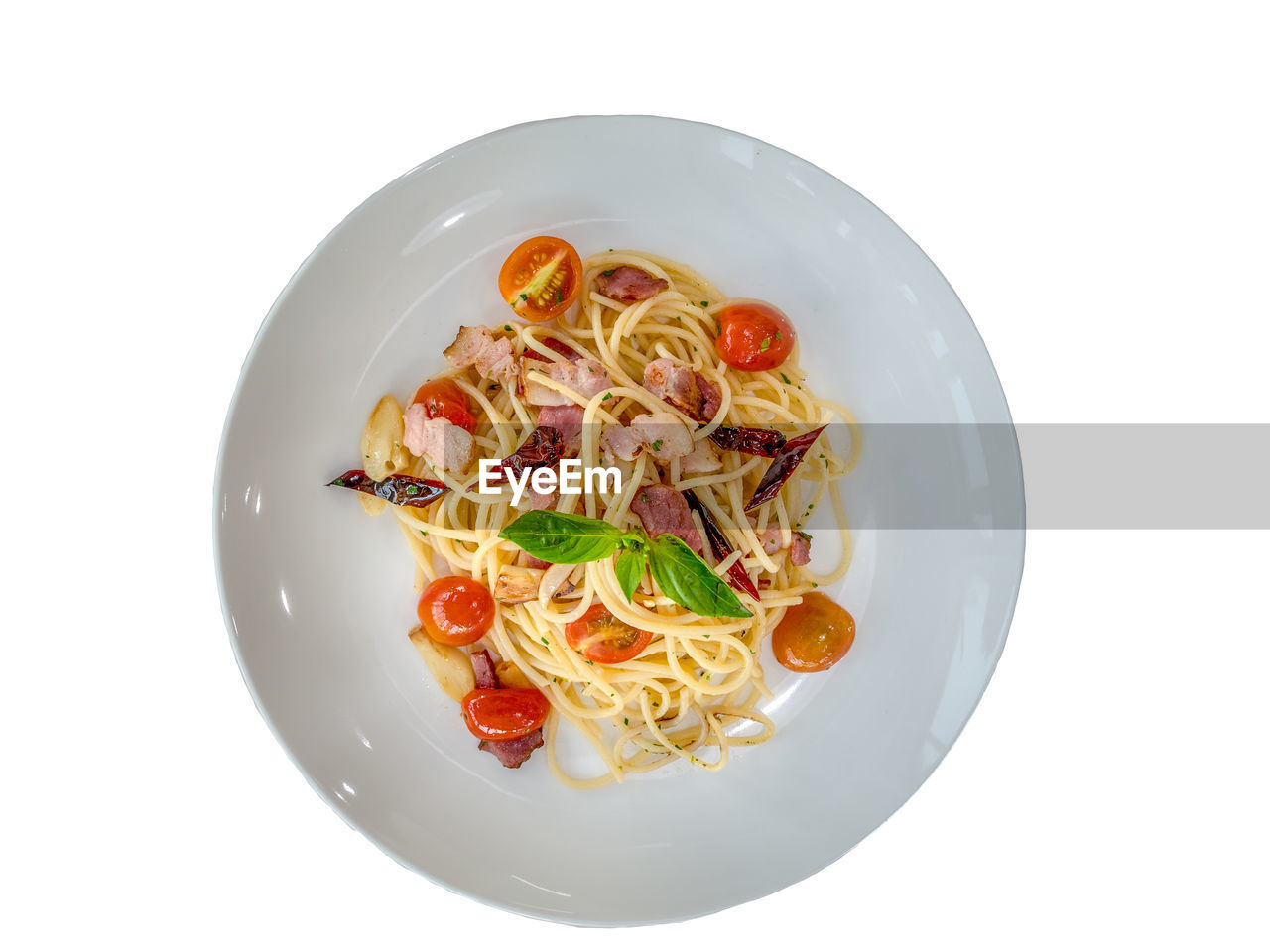 white background, food and drink, food, pasta, italian food, still life, freshness, studio shot, ready-to-eat, healthy eating, indoors, wellbeing, plate, serving size, no people, vegetable, directly above, cut out, close-up, high angle view, spaghetti, garnish, temptation