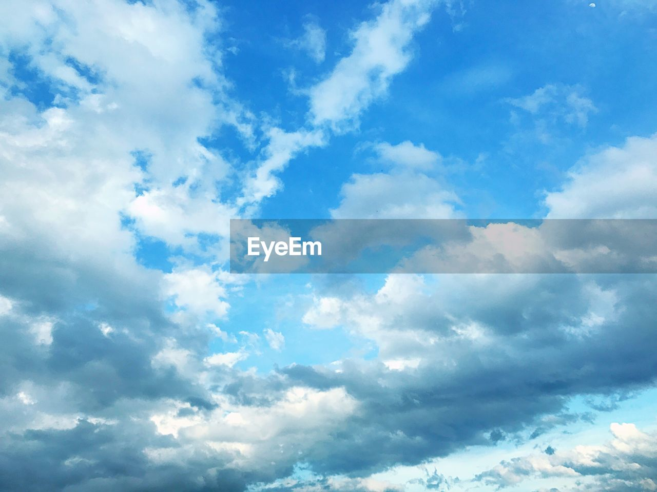 cloud - sky, sky, beauty in nature, nature, backgrounds, low angle view, atmospheric mood, scenics, no people, sky only, day, cloudscape, blue, full frame, tranquility, outdoors, tranquil scene
