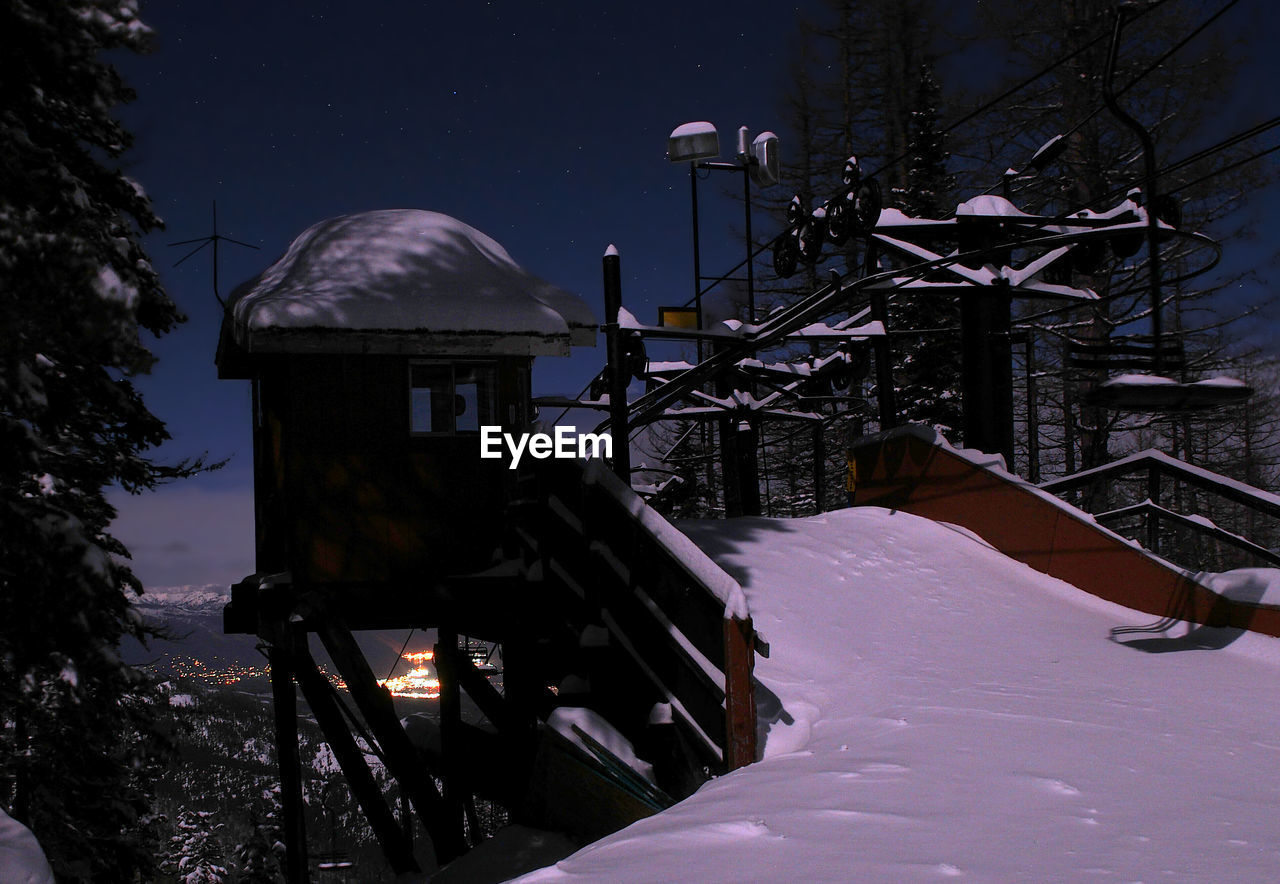 snow, winter, cold temperature, weather, nature, frozen, outdoors, built structure, night, snowing, mountain, ski lift, architecture, no people, tree, building exterior, sky, beauty in nature, astronomy