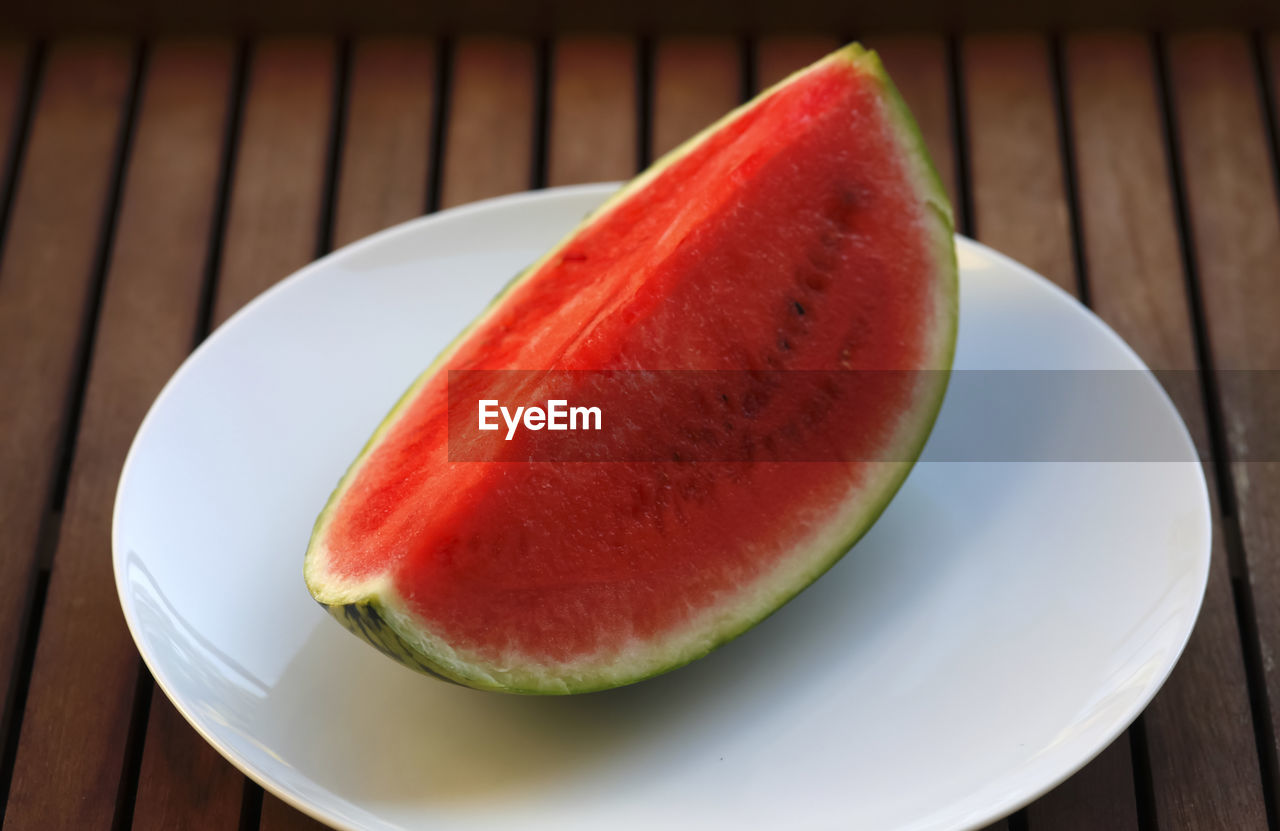 fruit, food and drink, freshness, healthy eating, slice, plate, table, food, watermelon, no people, cross section, close-up, wood - material, red, indoors, ready-to-eat, day, blood orange