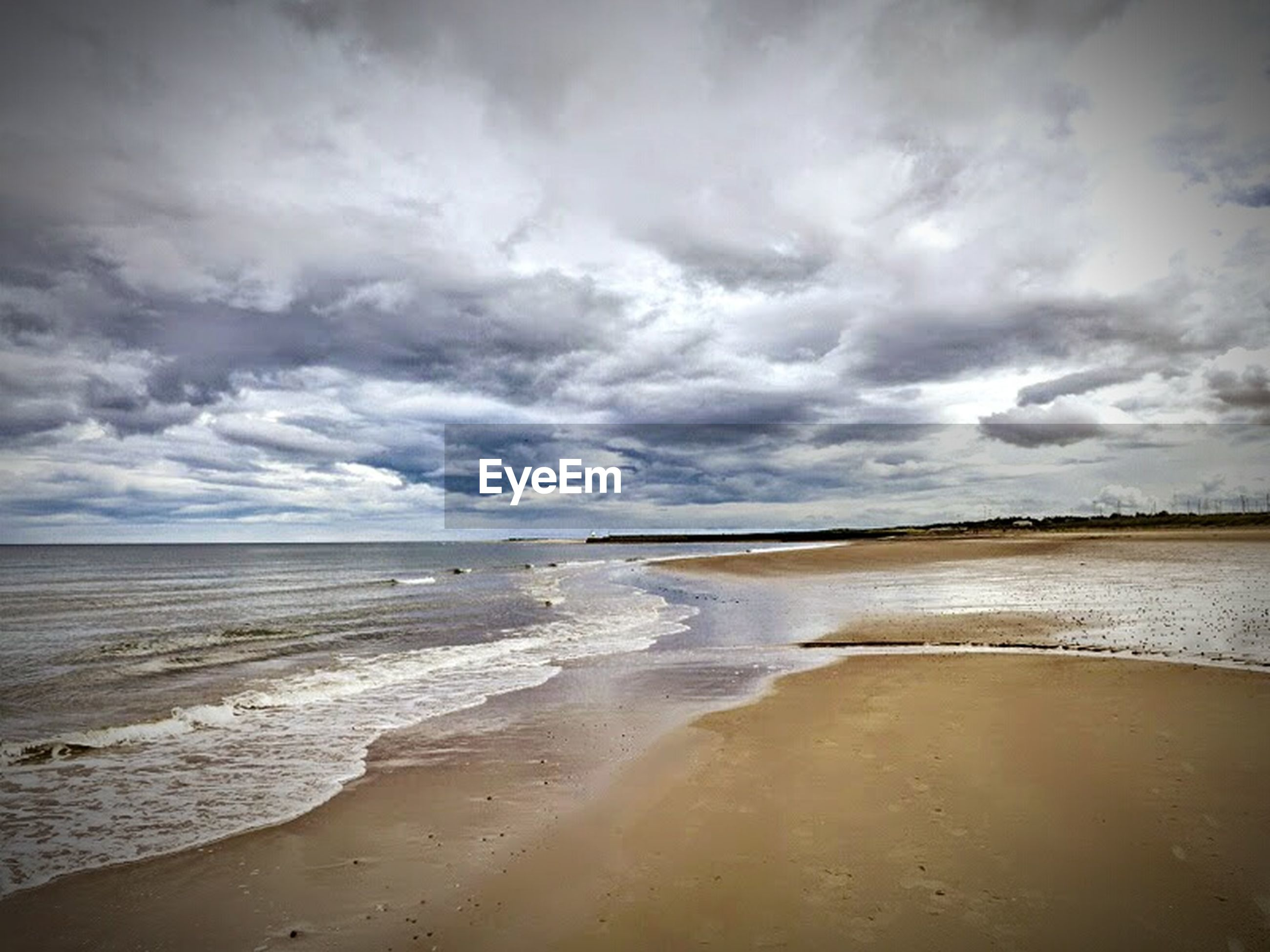 beach, sea, water, horizon over water, shore, sand, sky, tranquil scene, tranquility, scenics, beauty in nature, cloud - sky, wave, nature, coastline, idyllic, cloud, cloudy, surf, calm