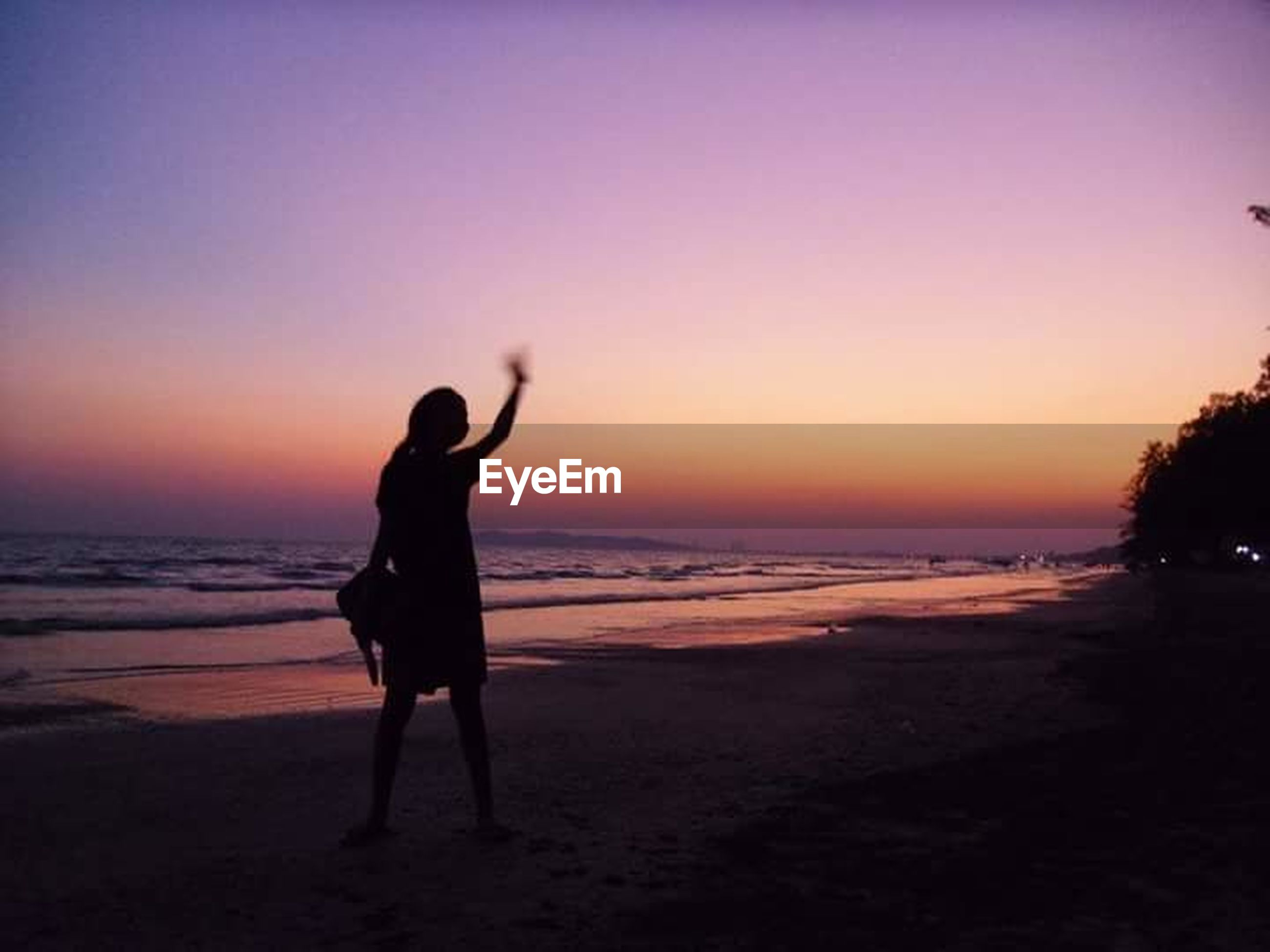 beach, sea, sunset, horizon over water, shore, water, silhouette, sand, leisure activity, scenics, standing, lifestyles, beauty in nature, full length, orange color, tranquil scene, clear sky, tranquility