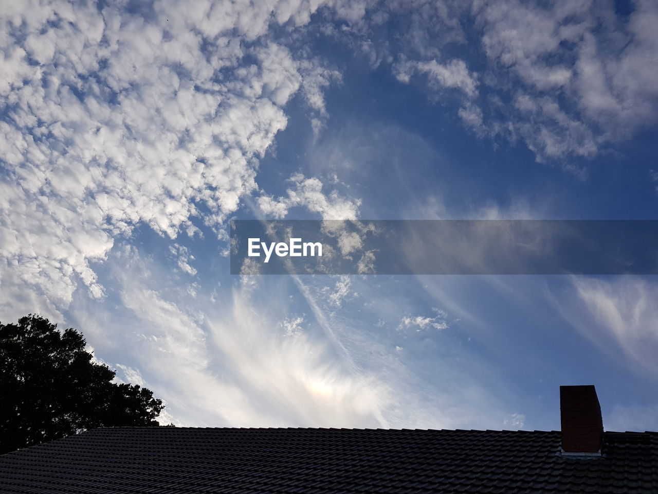 cloud - sky, sky, roof, architecture, built structure, nature, low angle view, house, building exterior, building, no people, roof tile, day, outdoors, high section, residential district, plant, chimney, beauty in nature