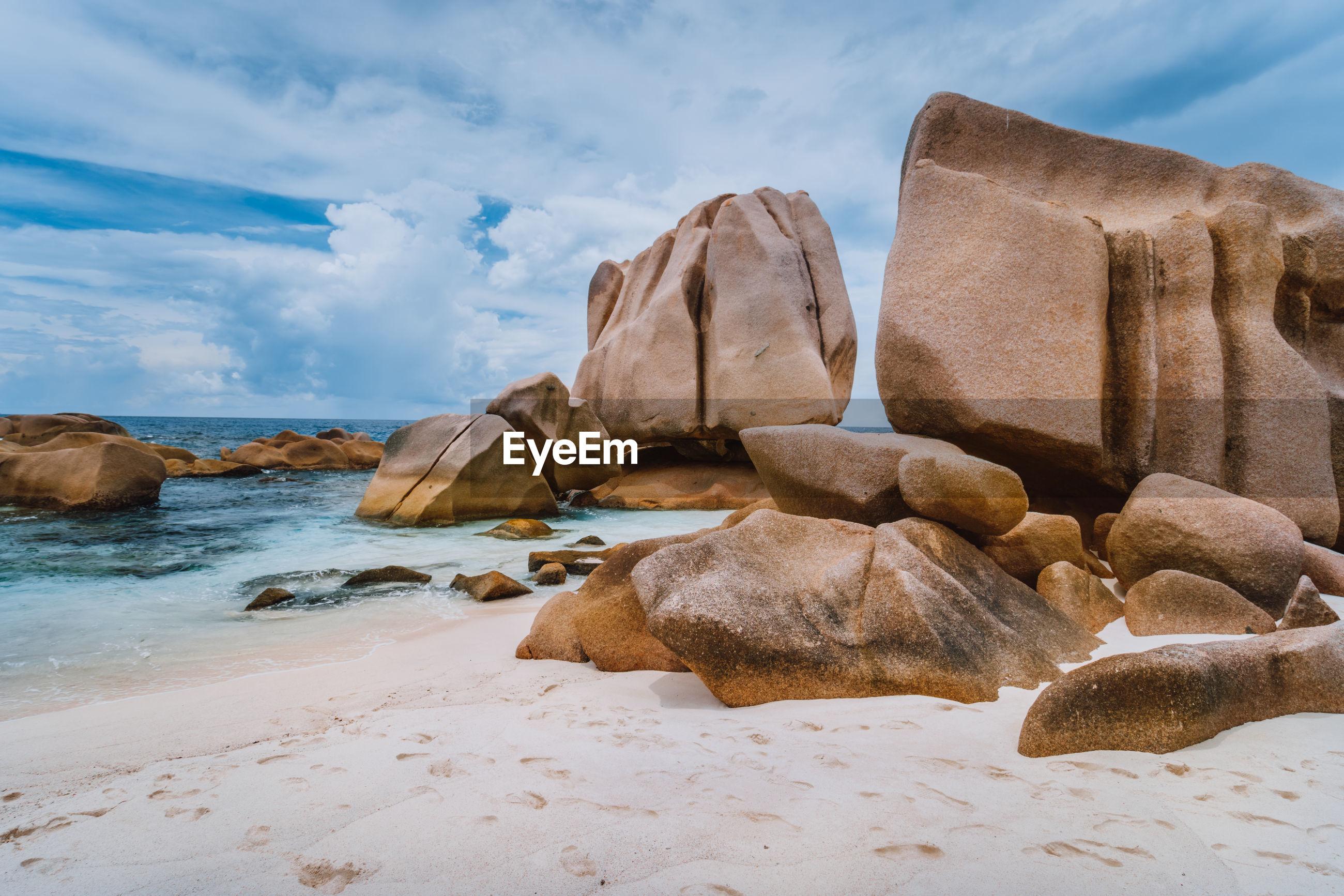 ROCKS ON SHORE AGAINST SEA
