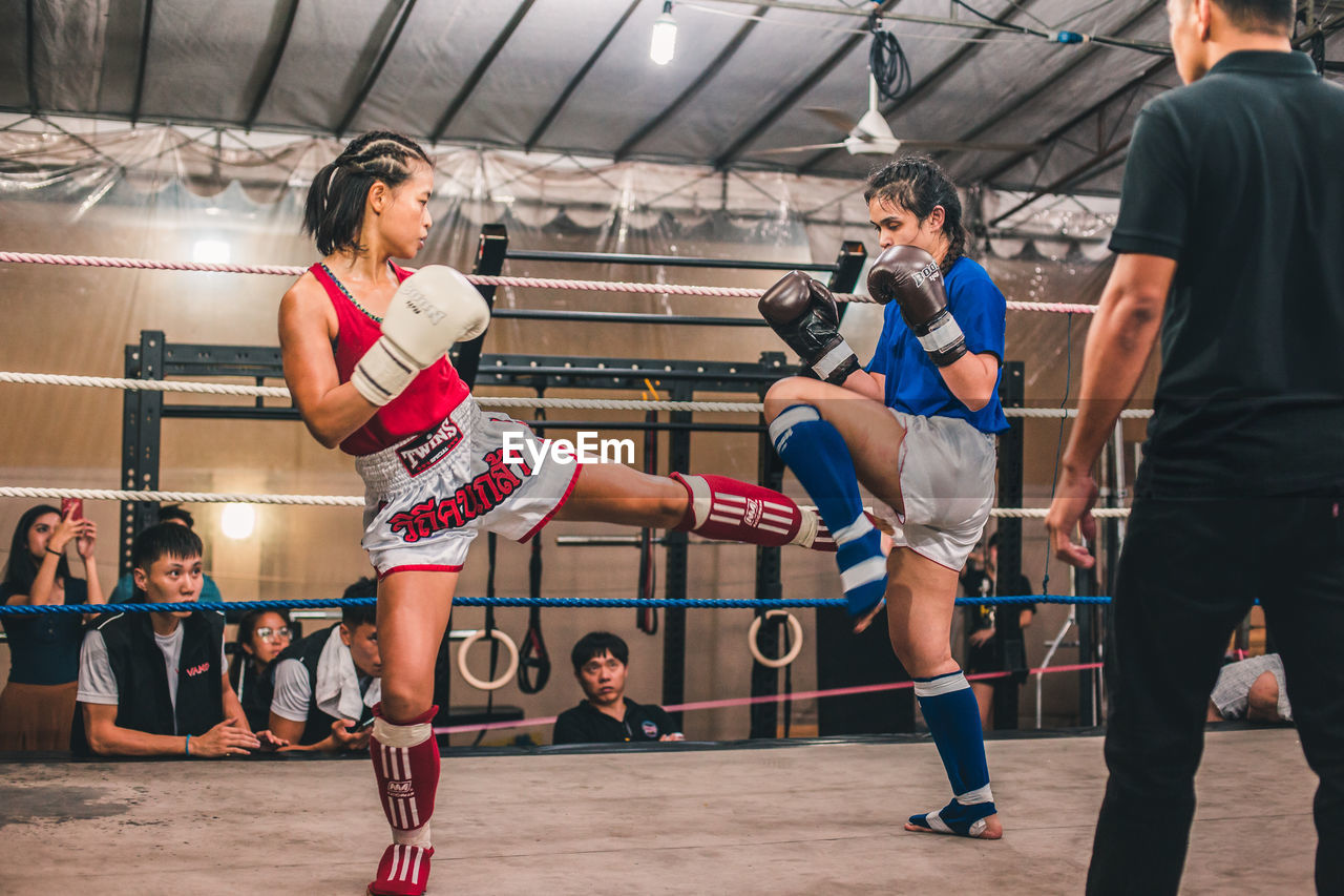 sport, exercising, group of people, real people, lifestyles, healthy lifestyle, boxing - sport, athlete, vitality, sports training, women, gym, clothing, sports clothing, determination, men, indoors, adult, strength, competition, effort, coach