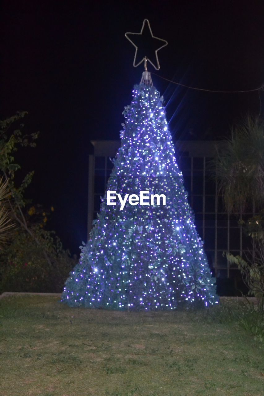 christmas, christmas tree, christmas decoration, celebration, illuminated, night, christmas lights, tree topper, tradition, decoration, christmas ornament, tree, no people, vacations, outdoors