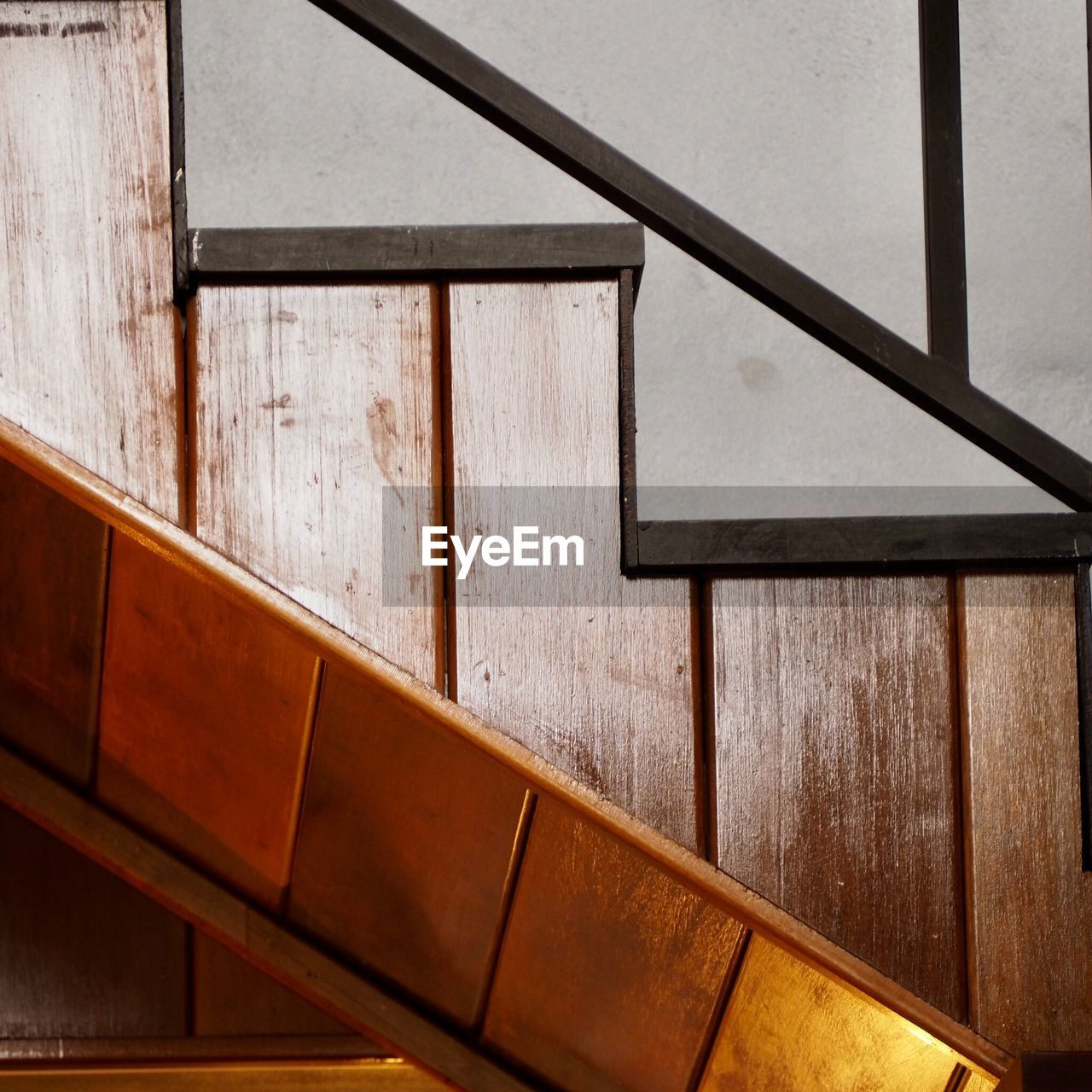 wood - material, indoors, architecture, no people, railing, staircase, steps and staircases, absence, built structure, high angle view, day, wall - building feature, home interior, house, seat, brown, building, simplicity, pattern, wood