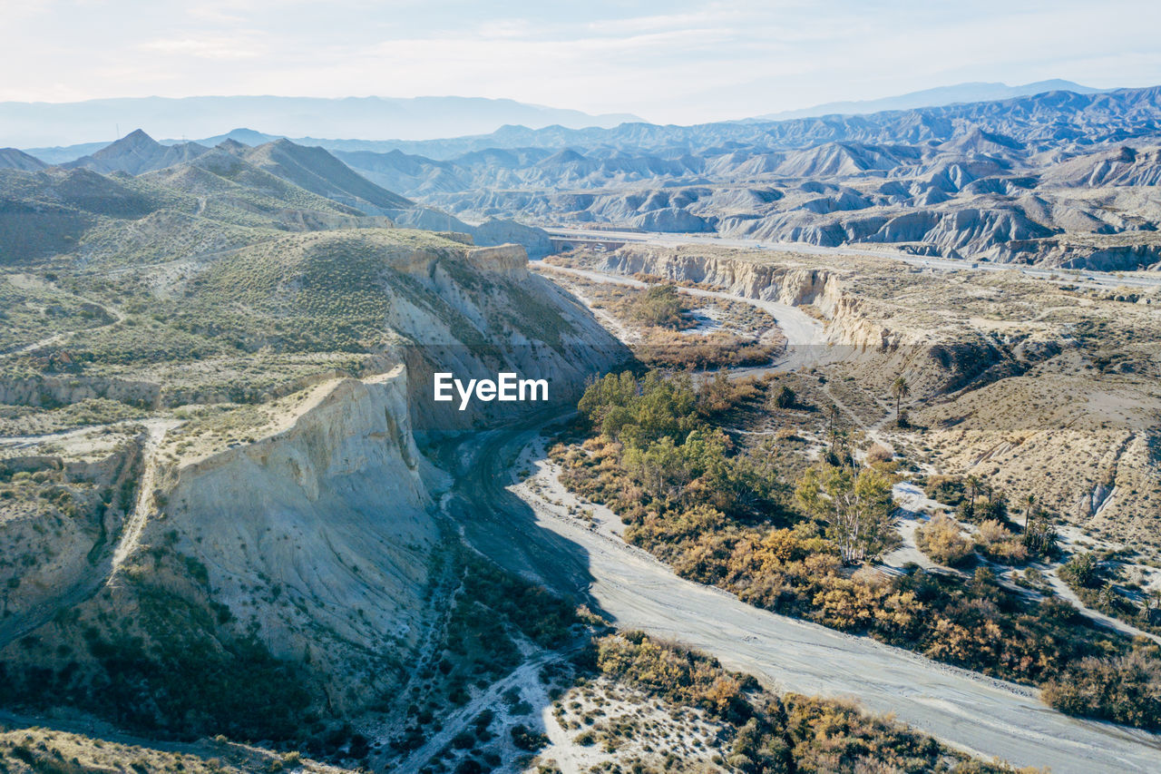 HIGH ANGLE VIEW OF DAM ON MOUNTAIN