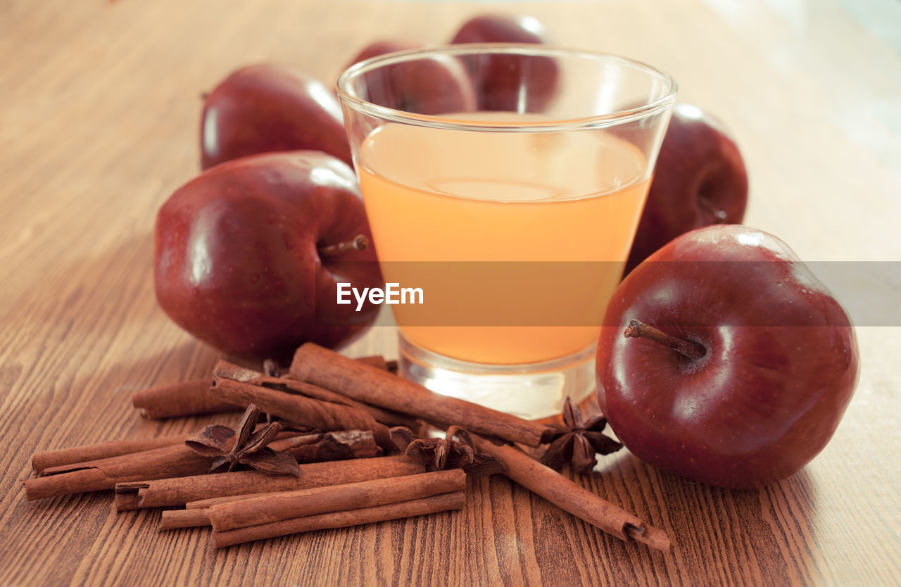 CLOSE-UP OF APPLE AND JUICE ON TABLE