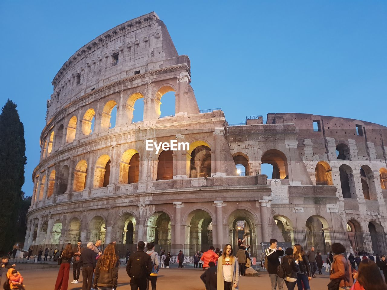 group of people, arch, large group of people, built structure, crowd, real people, tourism, architecture, travel destinations, women, travel, history, the past, sky, men, adult, lifestyles, building exterior, amphitheater, ancient civilization, ancient, visit