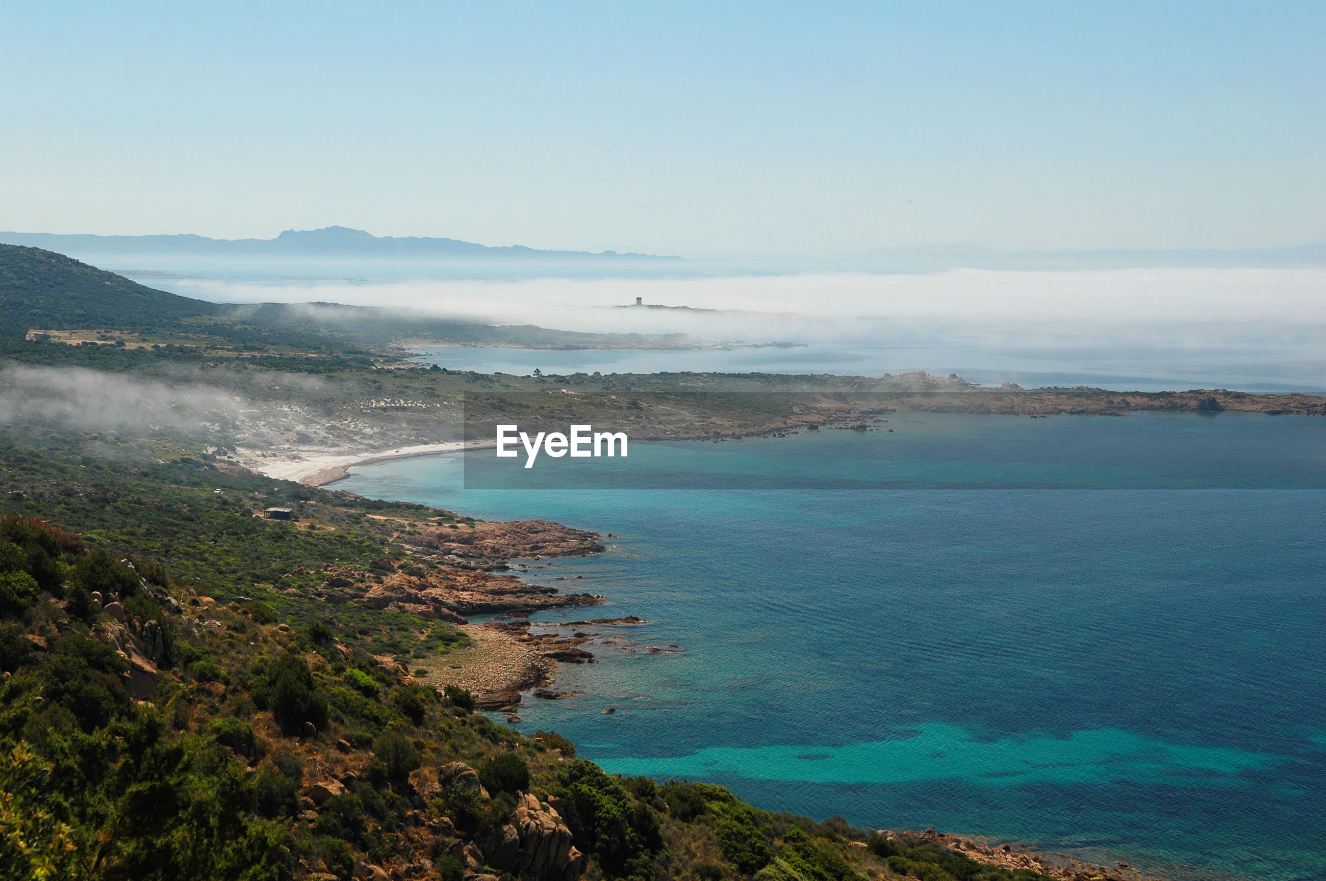 HIGH ANGLE VIEW OF SEA AND MOUNTAINS AGAINST SKY