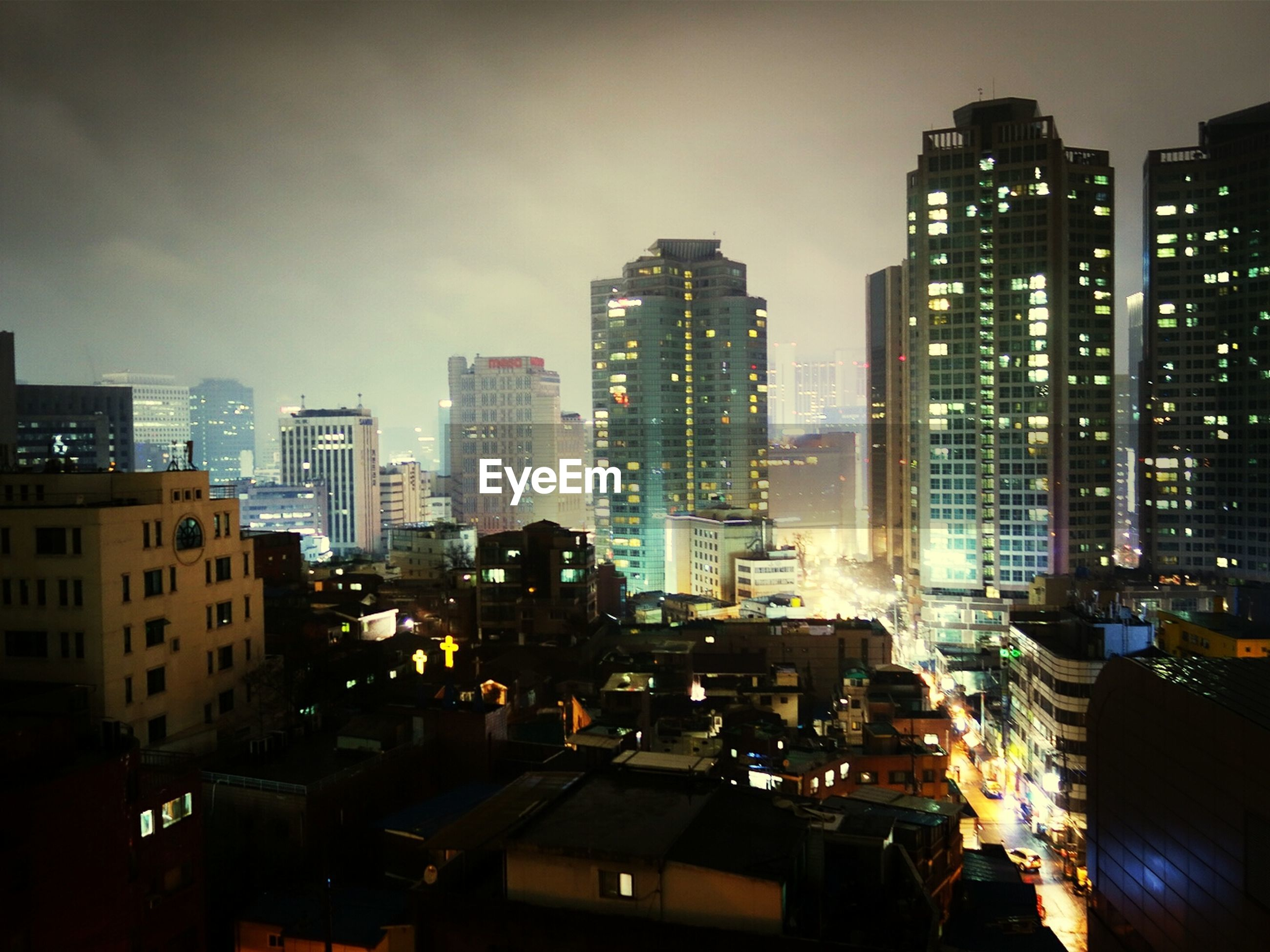 building exterior, city, architecture, built structure, skyscraper, illuminated, cityscape, night, sky, urban skyline, tall - high, office building, city life, modern, tower, crowded, residential building, financial district, residential district, silhouette
