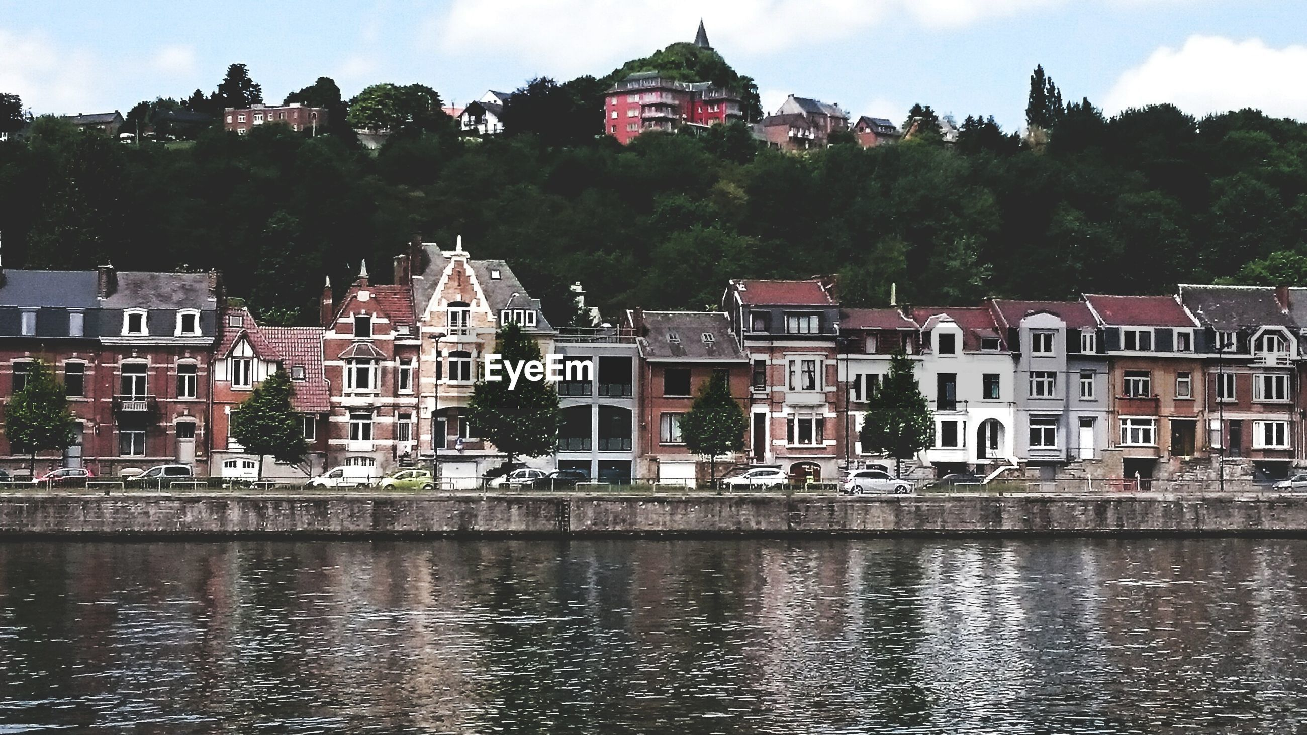 building exterior, architecture, built structure, water, waterfront, reflection, sky, tree, river, house, residential building, residential structure, canal, rippled, lake, building, city, day, outdoors, town