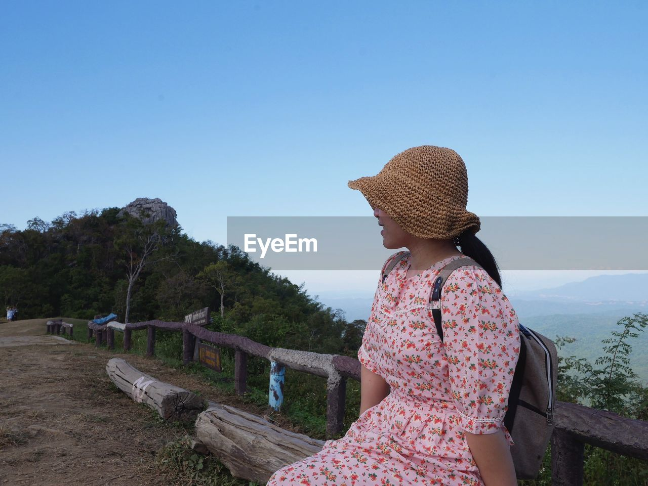 REAR VIEW OF WOMAN LOOKING AT VIEW