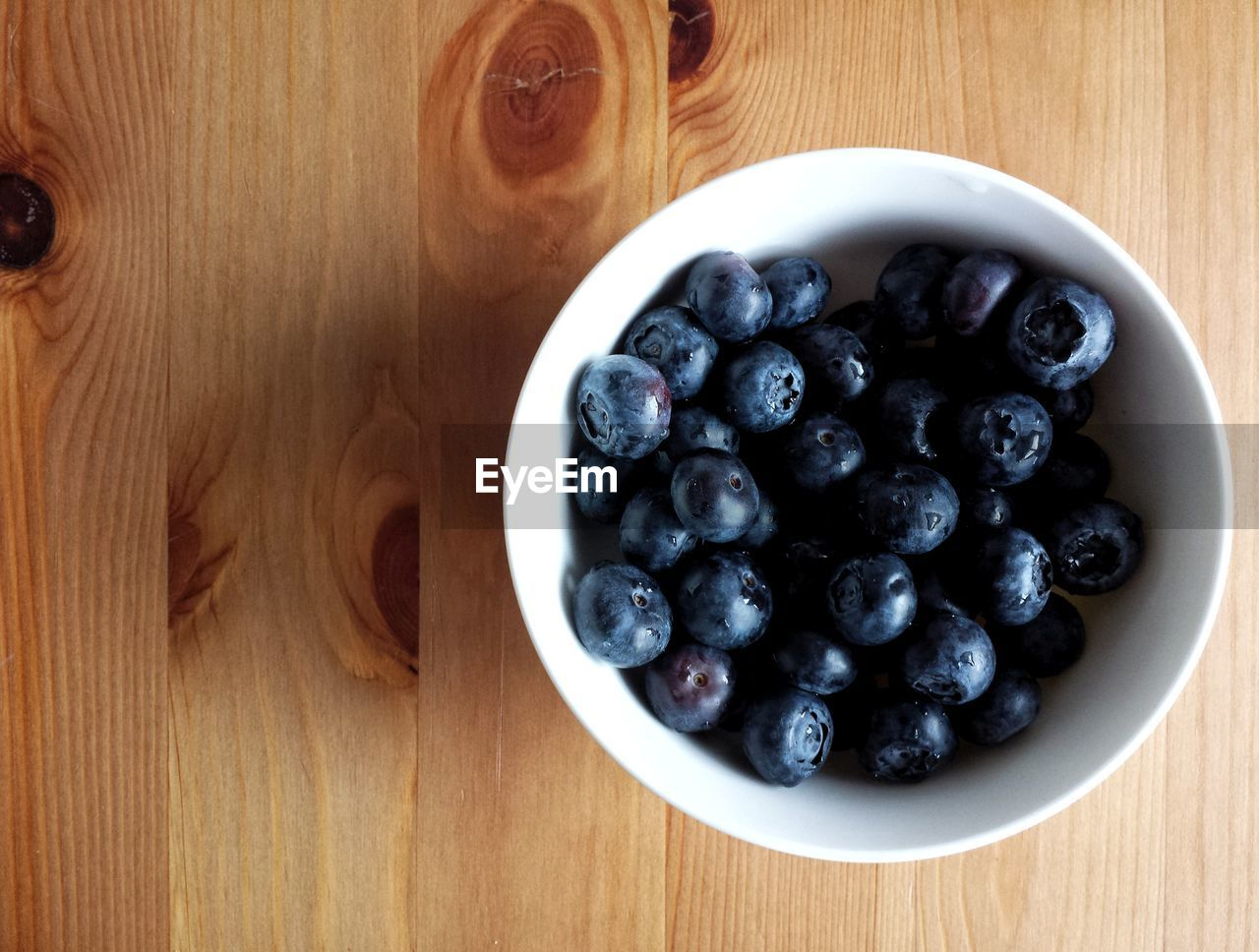table, food and drink, blueberry, fruit, food, high angle view, freshness, indoors, directly above, bowl, wood - material, no people, healthy eating, sweet food, close-up, day