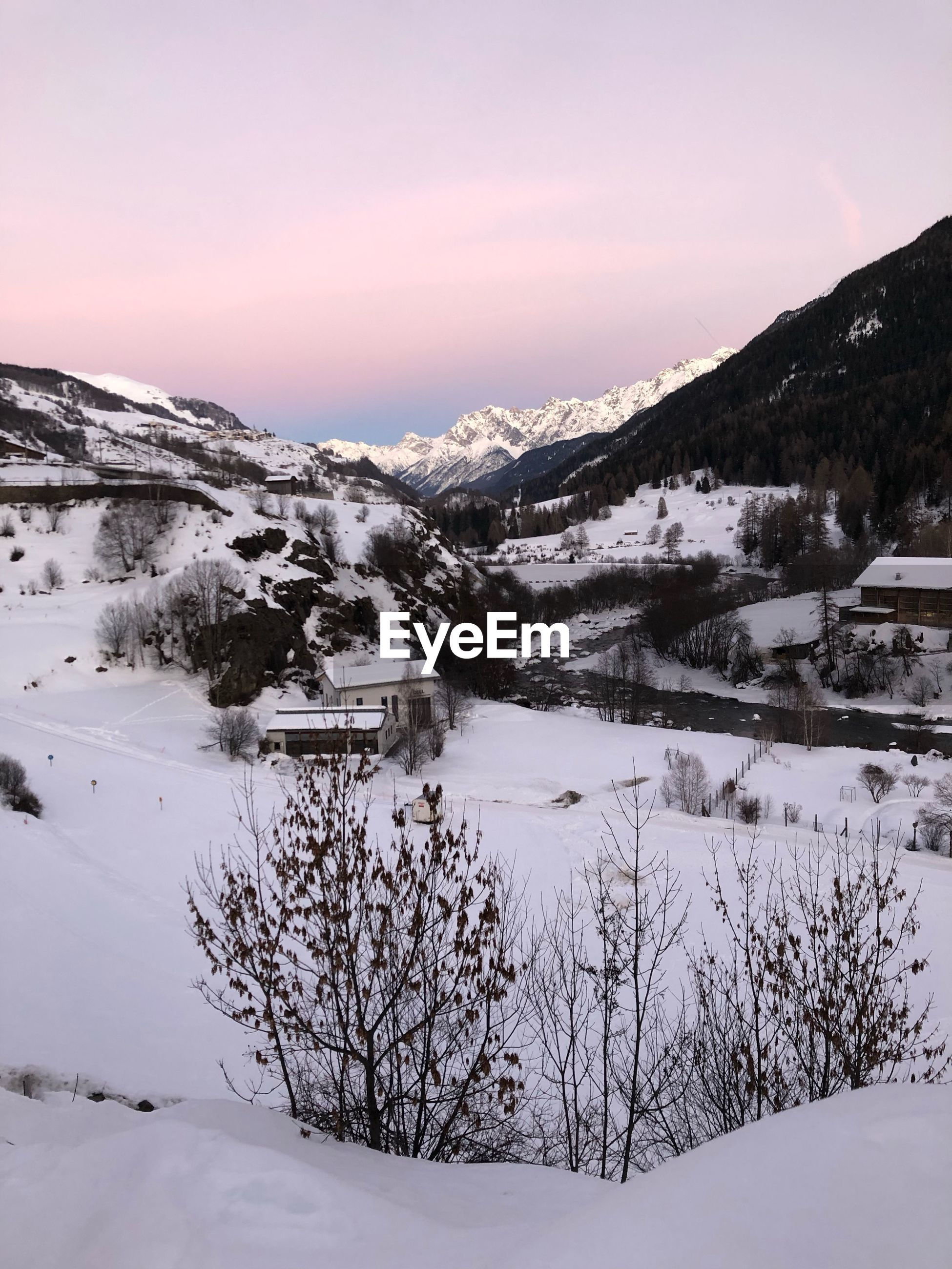SCENIC VIEW OF SNOW COVERED MOUNTAINS AGAINST SKY DURING WINTER