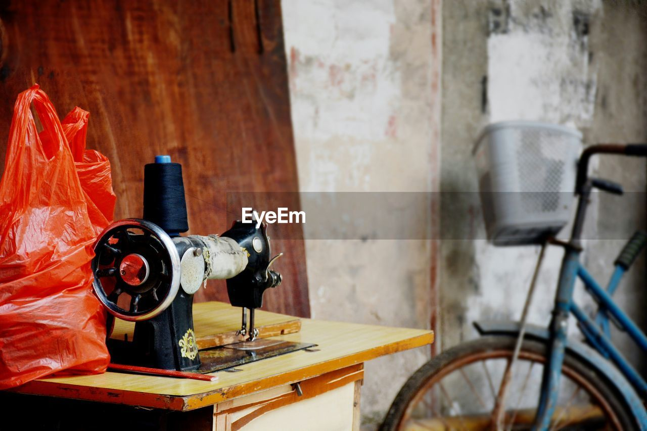 old-fashioned, no people, sewing machine, indoors, retro styled, technology, day, close-up