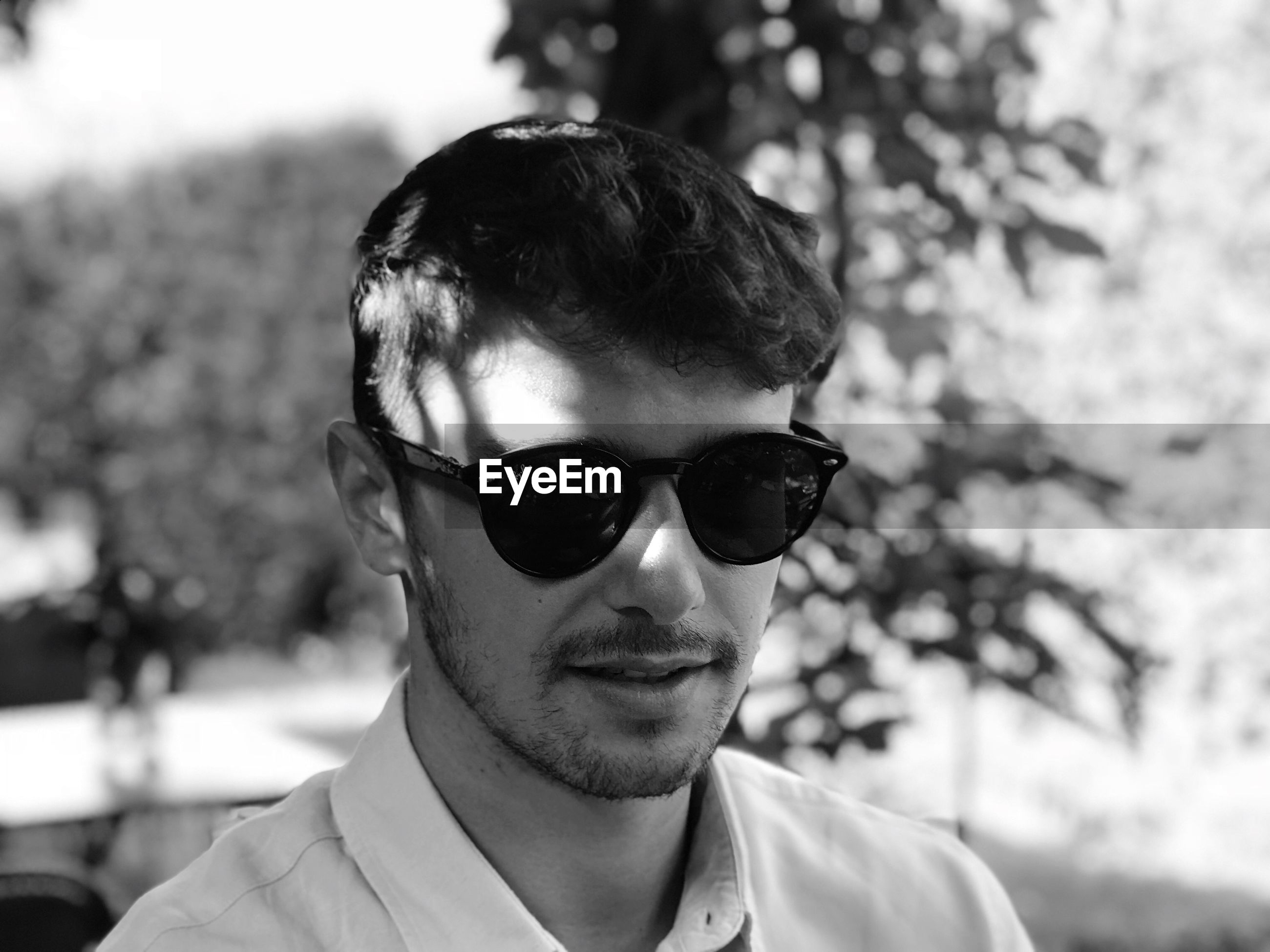 headshot, portrait, focus on foreground, sunglasses, one person, glasses, front view, fashion, real people, young adult, young men, close-up, lifestyles, day, leisure activity, men, looking at camera, outdoors