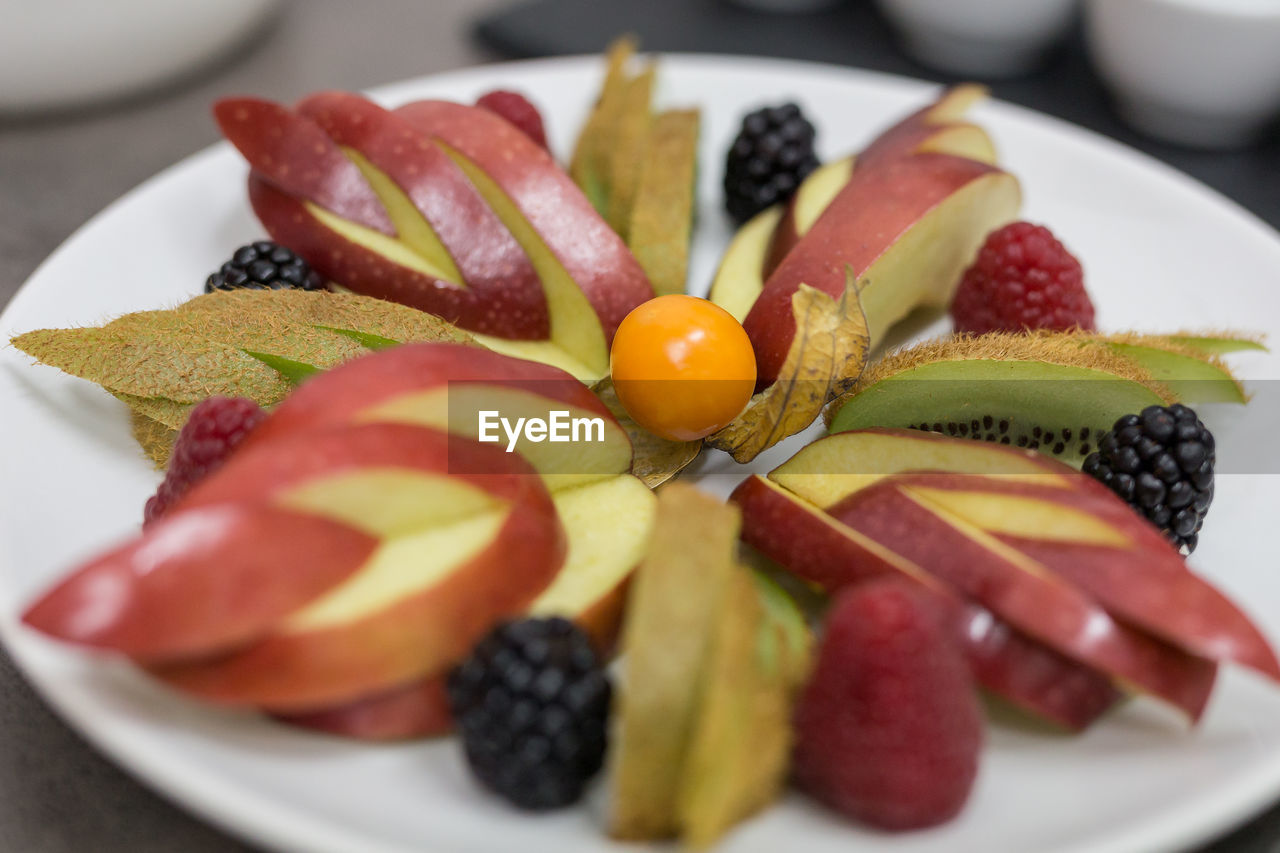 food, food and drink, fruit, freshness, healthy eating, plate, berry fruit, wellbeing, still life, ready-to-eat, close-up, slice, strawberry, indoors, no people, serving size, selective focus, table, kiwi, indulgence, fruit salad, temptation, ripe