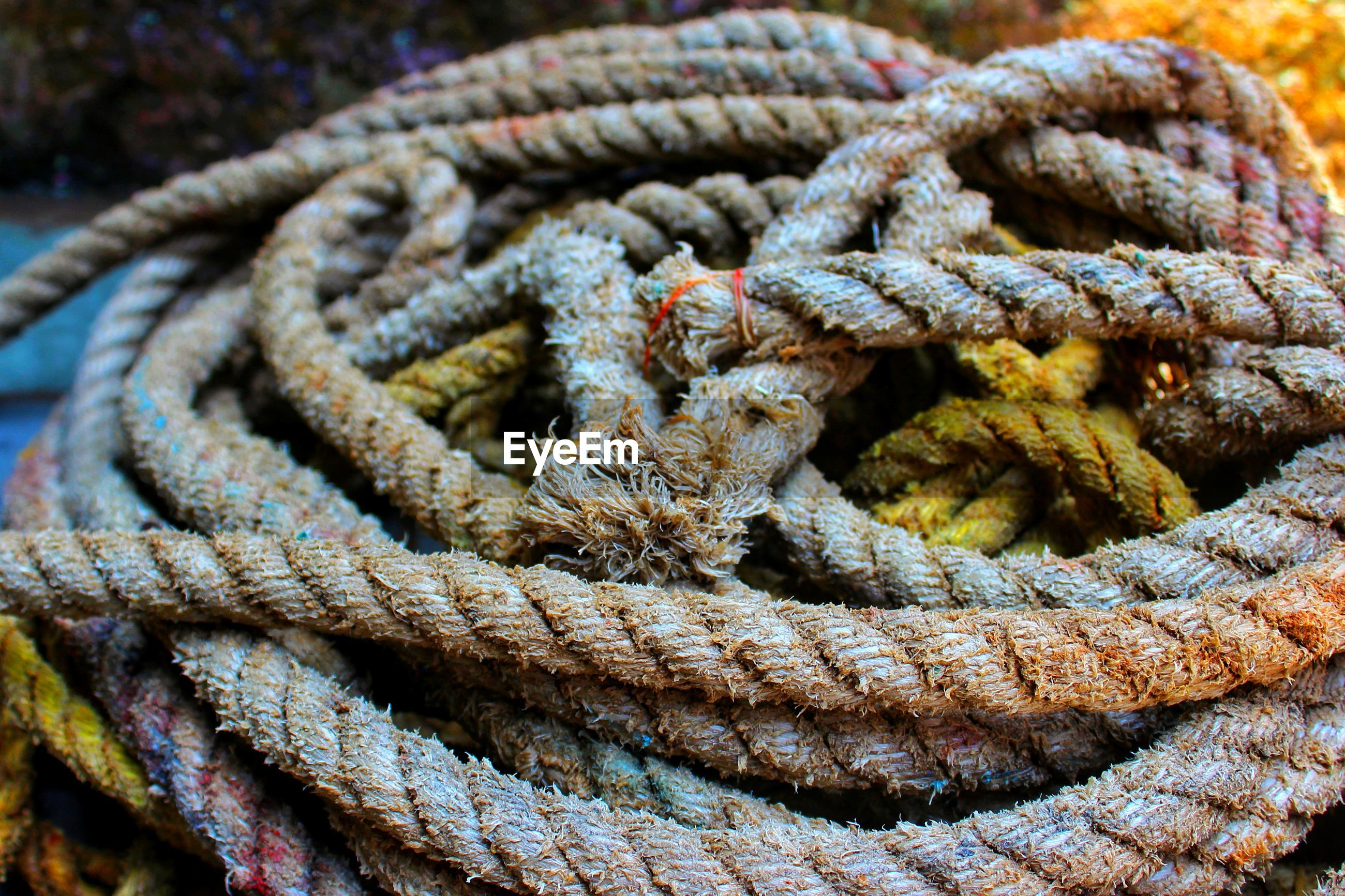 FULL FRAME SHOT OF ROPE TIED UP OF RUSTY METAL