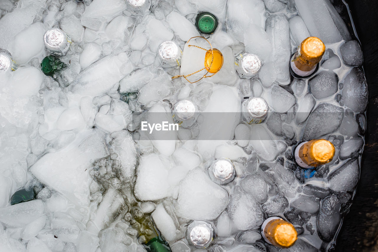 high angle view, ice, directly above, no people, large group of objects, ice cube, indoors, food, day, close-up
