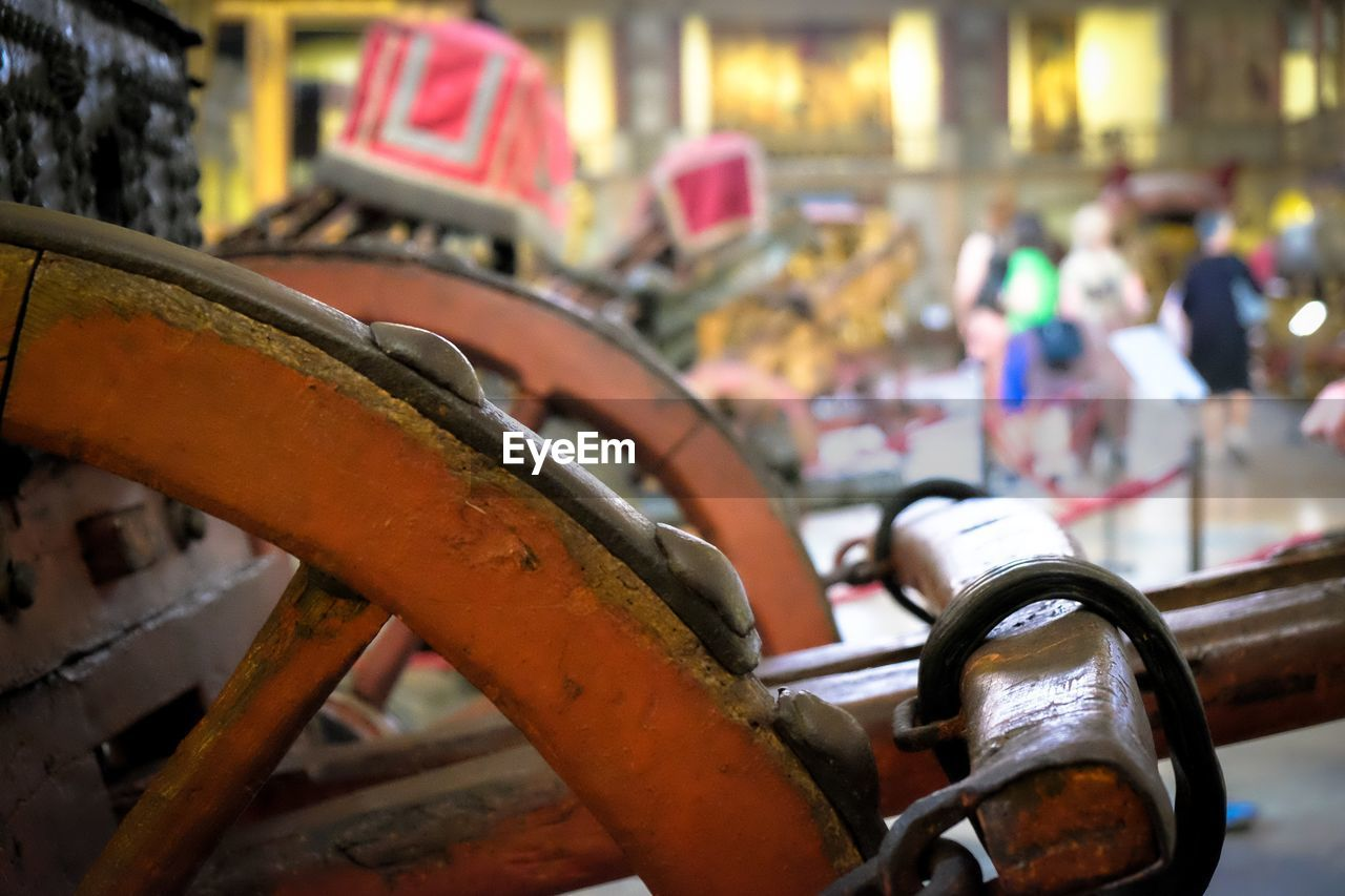 metal, focus on foreground, mode of transportation, transportation, land vehicle, close-up, old, rusty, damaged, abandoned, day, bicycle, outdoors, obsolete, car, incidental people, motor vehicle, city, architecture