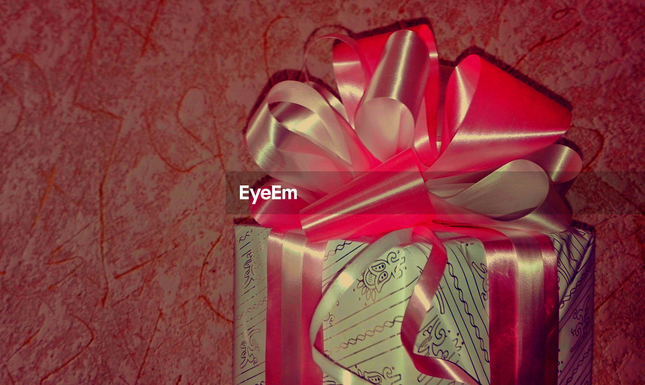 gift, still life, ribbon - sewing item, wrapped, no people, ribbon, close-up, indoors, wrapping paper, red, day