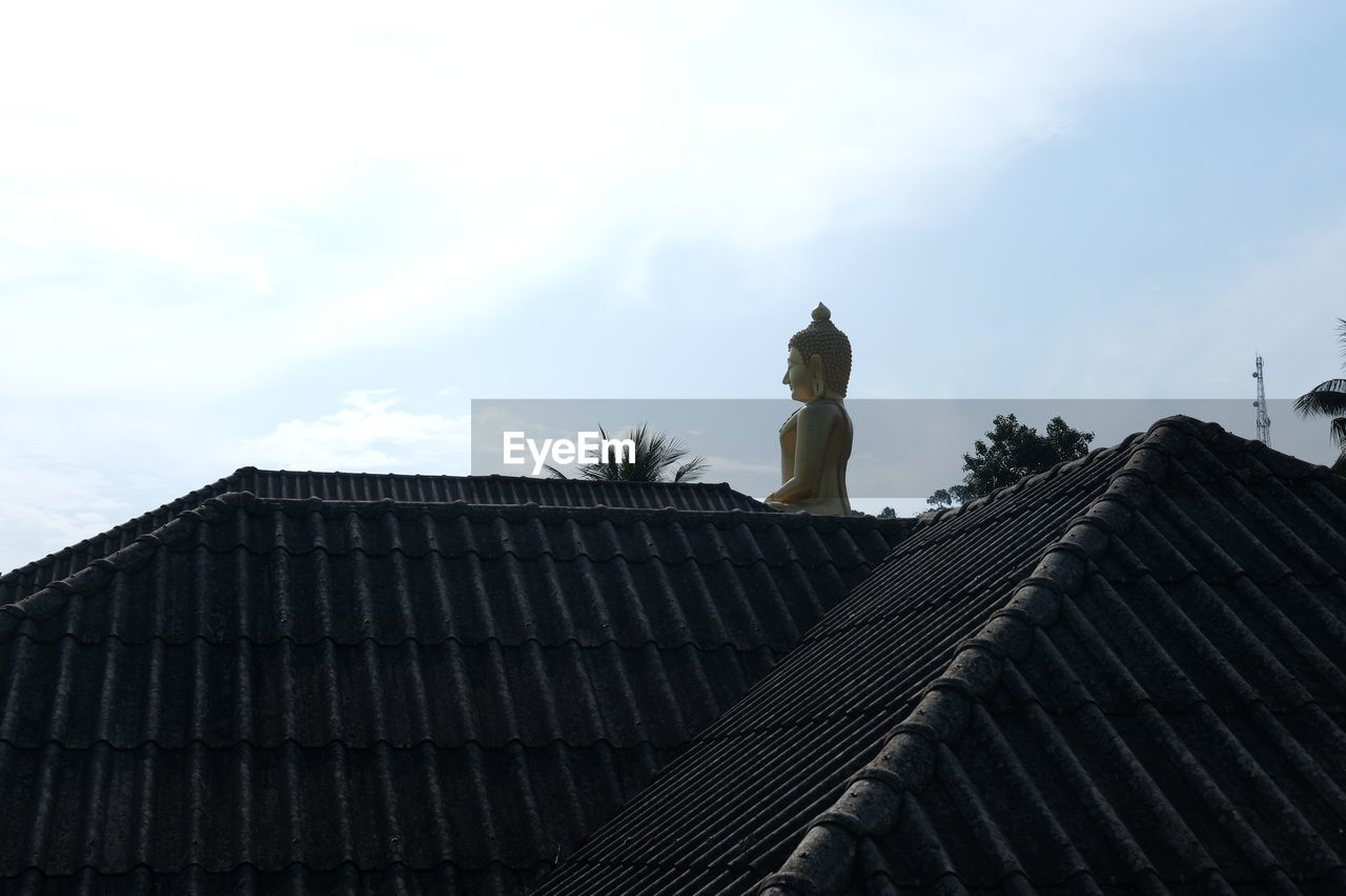 roof, architecture, statue, built structure, sky, tiled roof, building exterior, outdoors, day, no people
