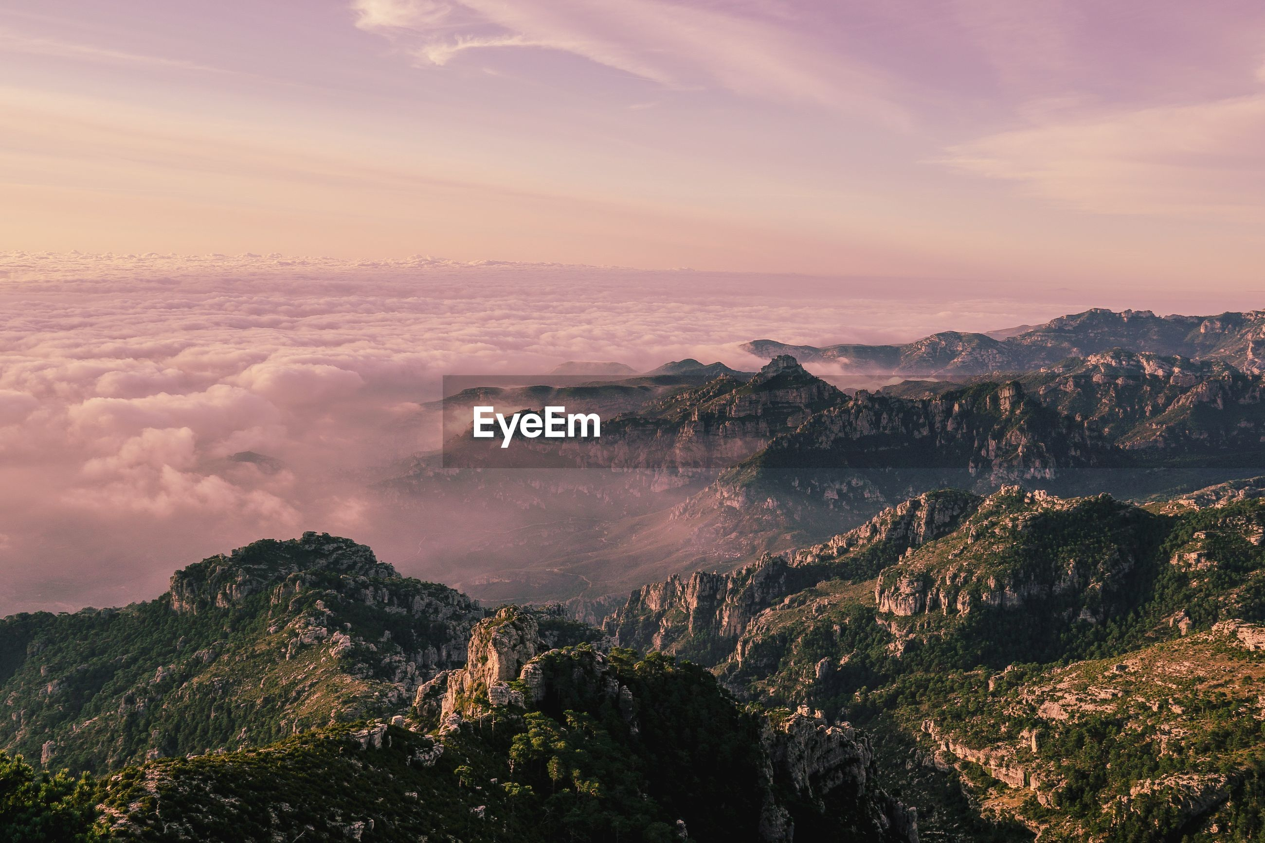 SCENIC VIEW OF MOUNTAIN AGAINST SKY AT SUNSET