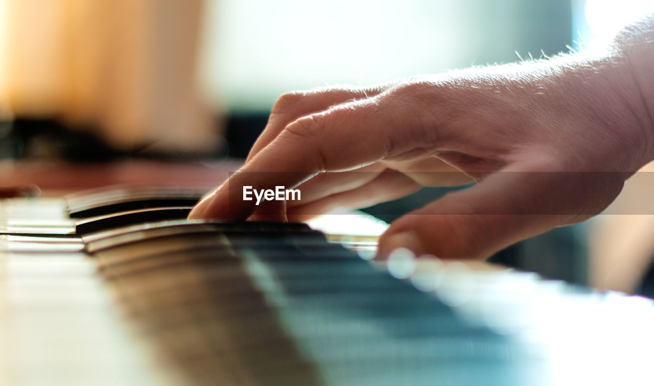 human hand, hand, musical instrument, selective focus, musical equipment, human body part, music, playing, real people, arts culture and entertainment, indoors, one person, close-up, lifestyles, piano, leisure activity, finger, human finger, musician, piano key