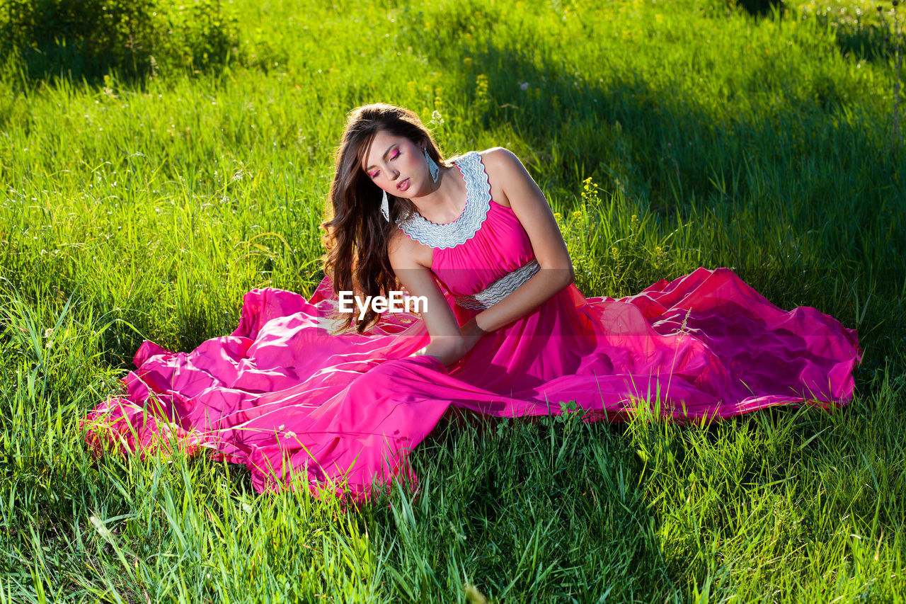 grass, plant, one person, field, land, green color, lifestyles, real people, full length, dress, women, clothing, young women, fashion, beautiful woman, young adult, leisure activity, day, nature, hairstyle, outdoors